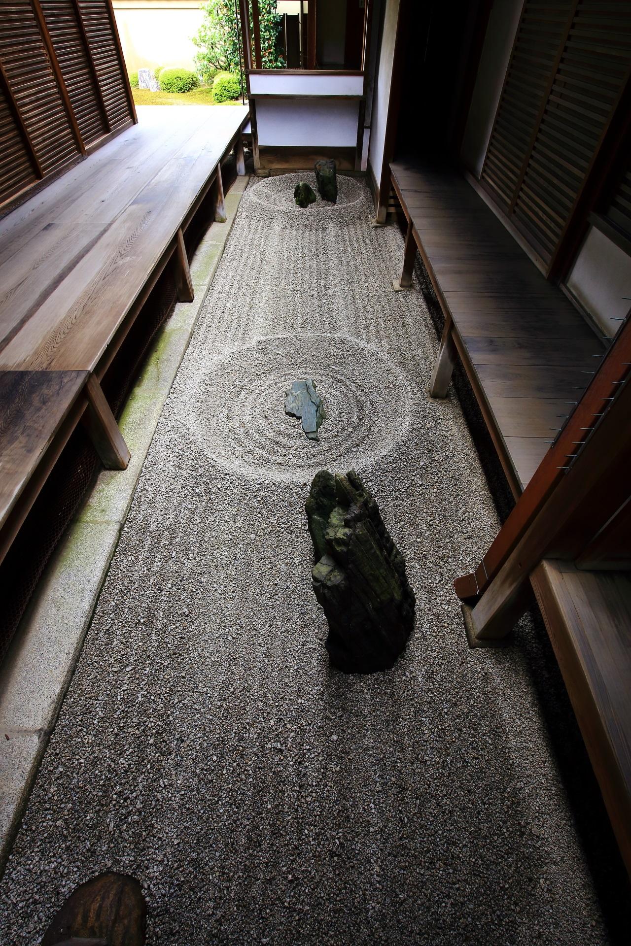 日本最小の石庭と言われる龍源院の東滴壺