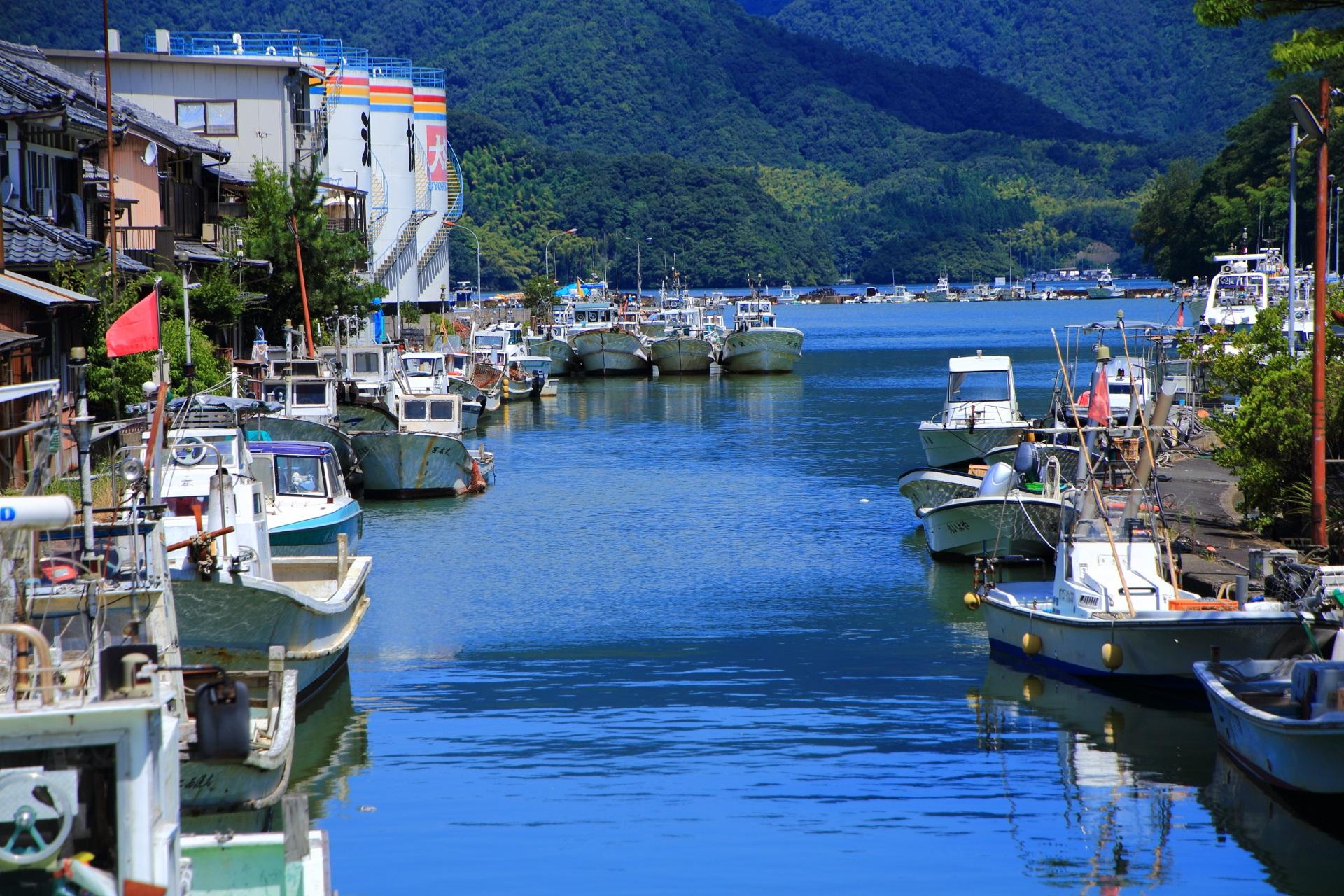伊佐津川と同じように穏やかな西舞鶴港へと流れる吉原入江