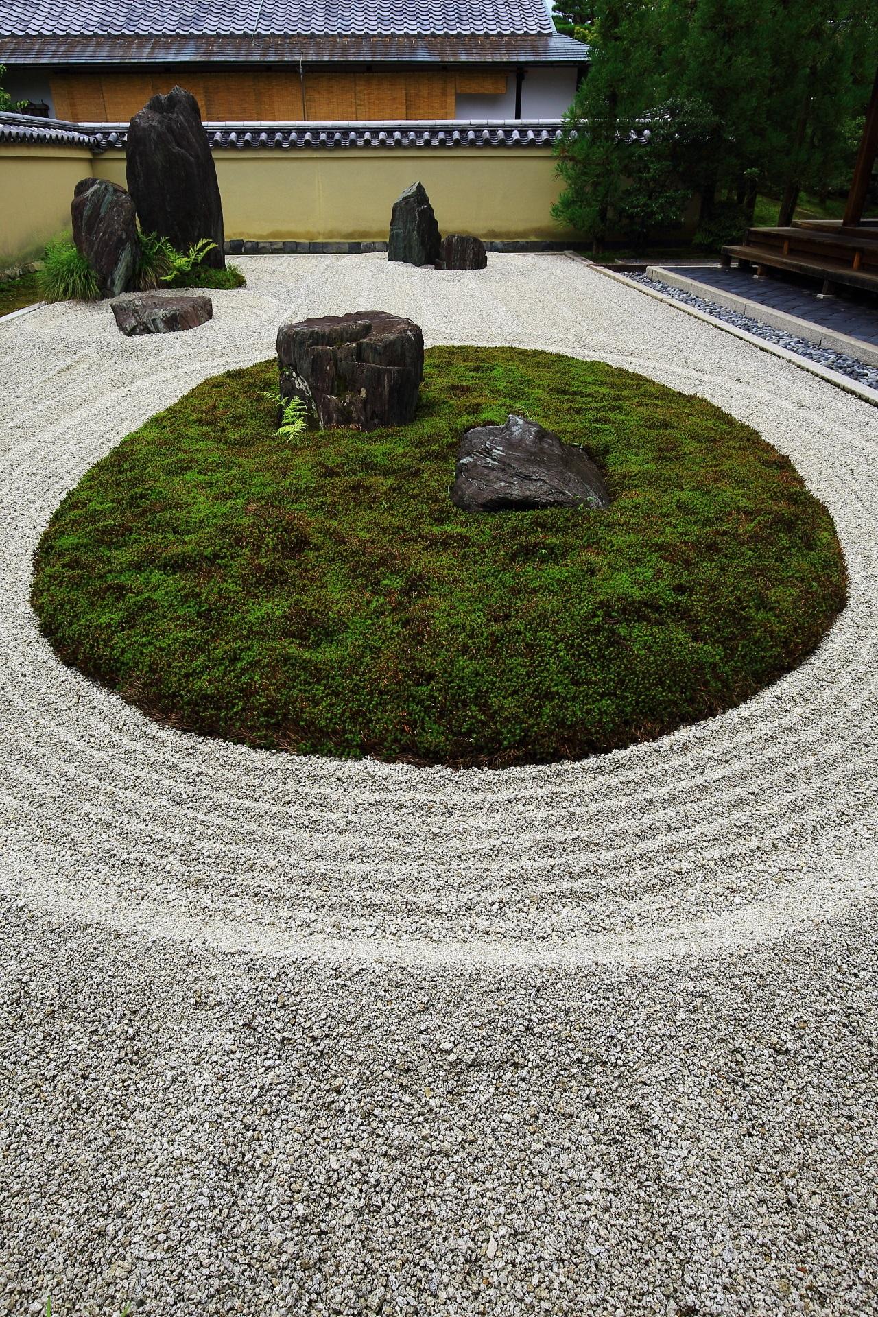 龍源院の力強さの中にも穏やかさや優しさを感じさせる方丈前石庭