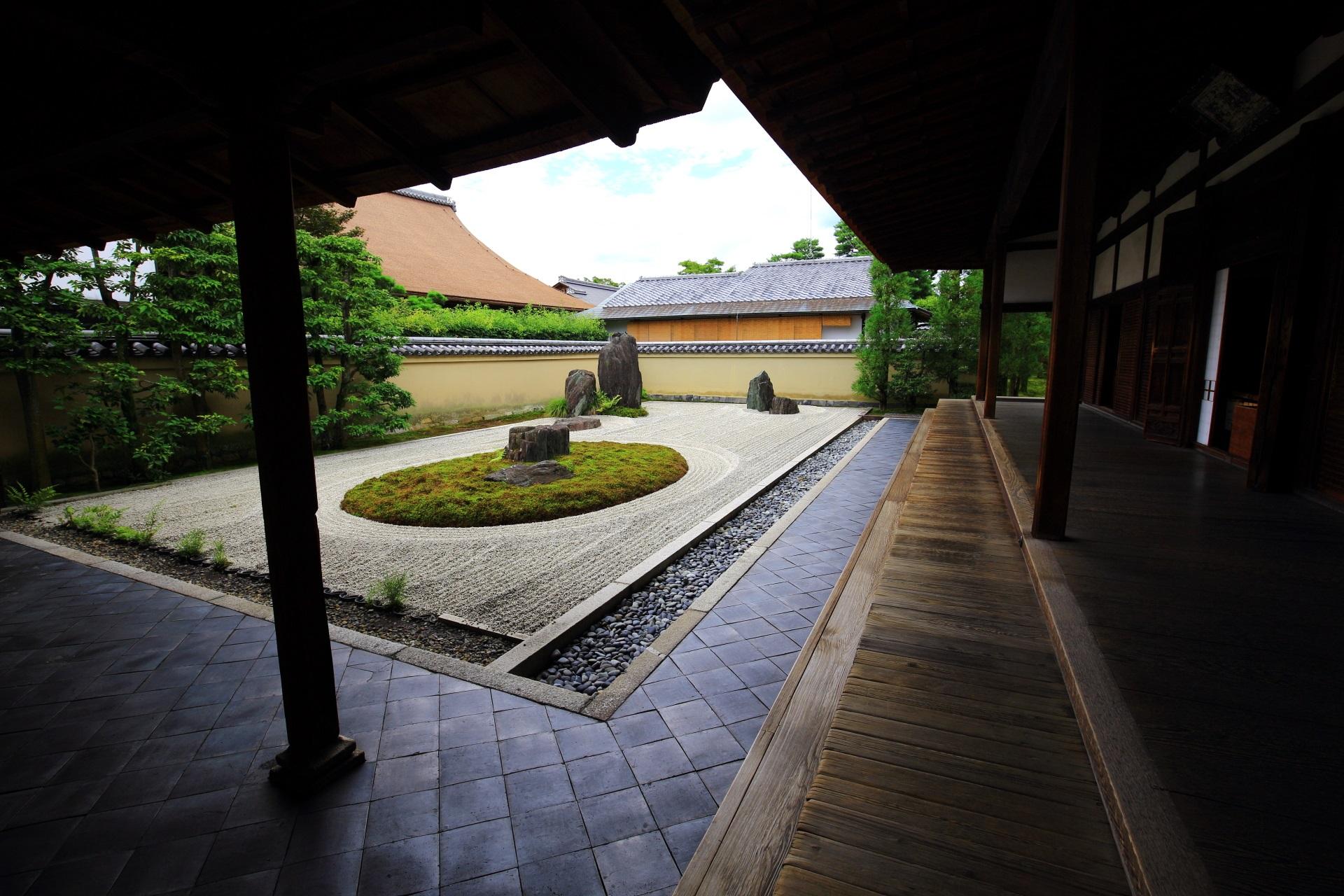 龍源院の上品で落ち着きの感じられる方丈前庭園
