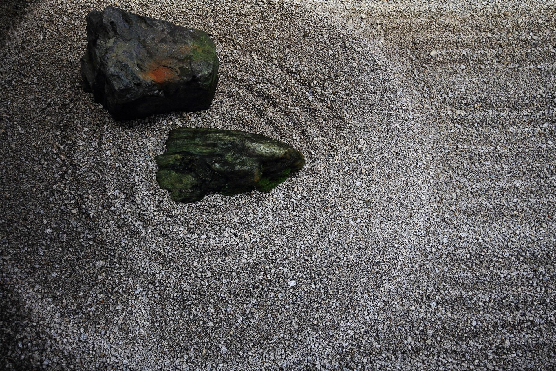 一滴の水が大河へと流れつながっていく様を現す龍源院の東滴壺