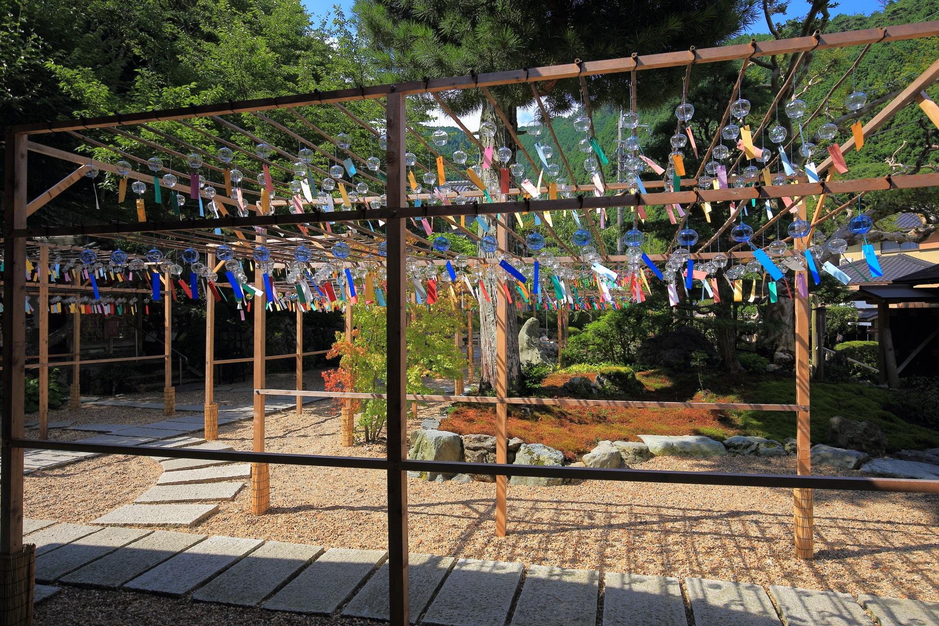 心地よい音色を奏でる正寿院のたくさんの風鈴