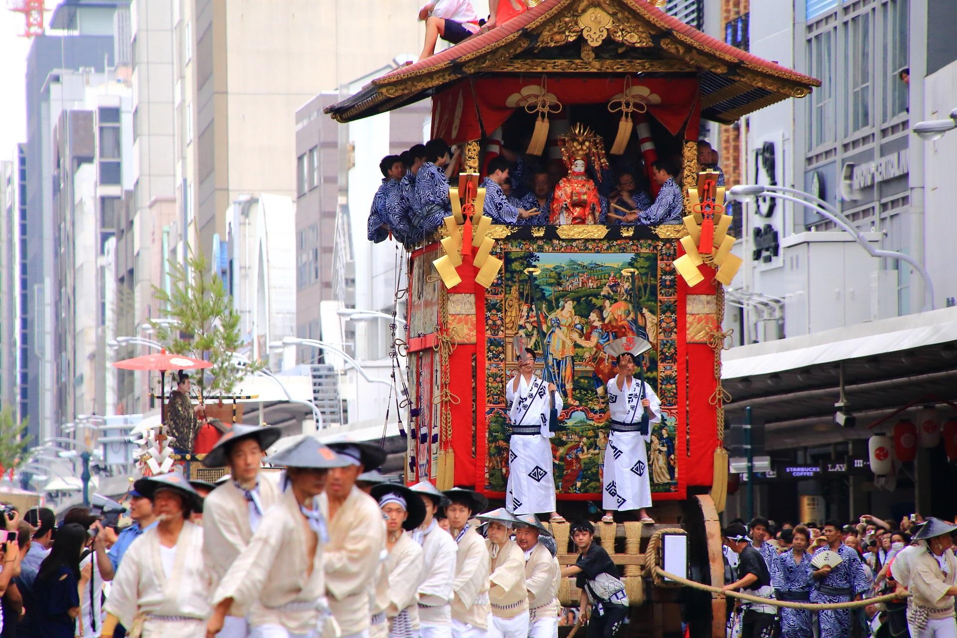 山鉾巡行 祇園祭 函谷鉾 豪華絢爛な山鉾
