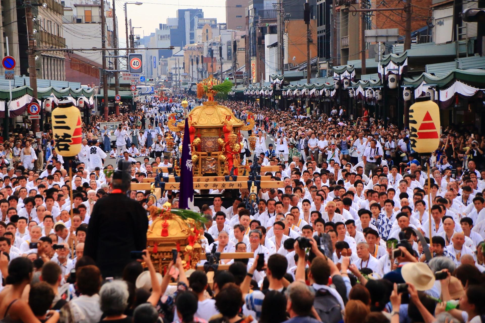 暑い夏の神幸祭とお神輿