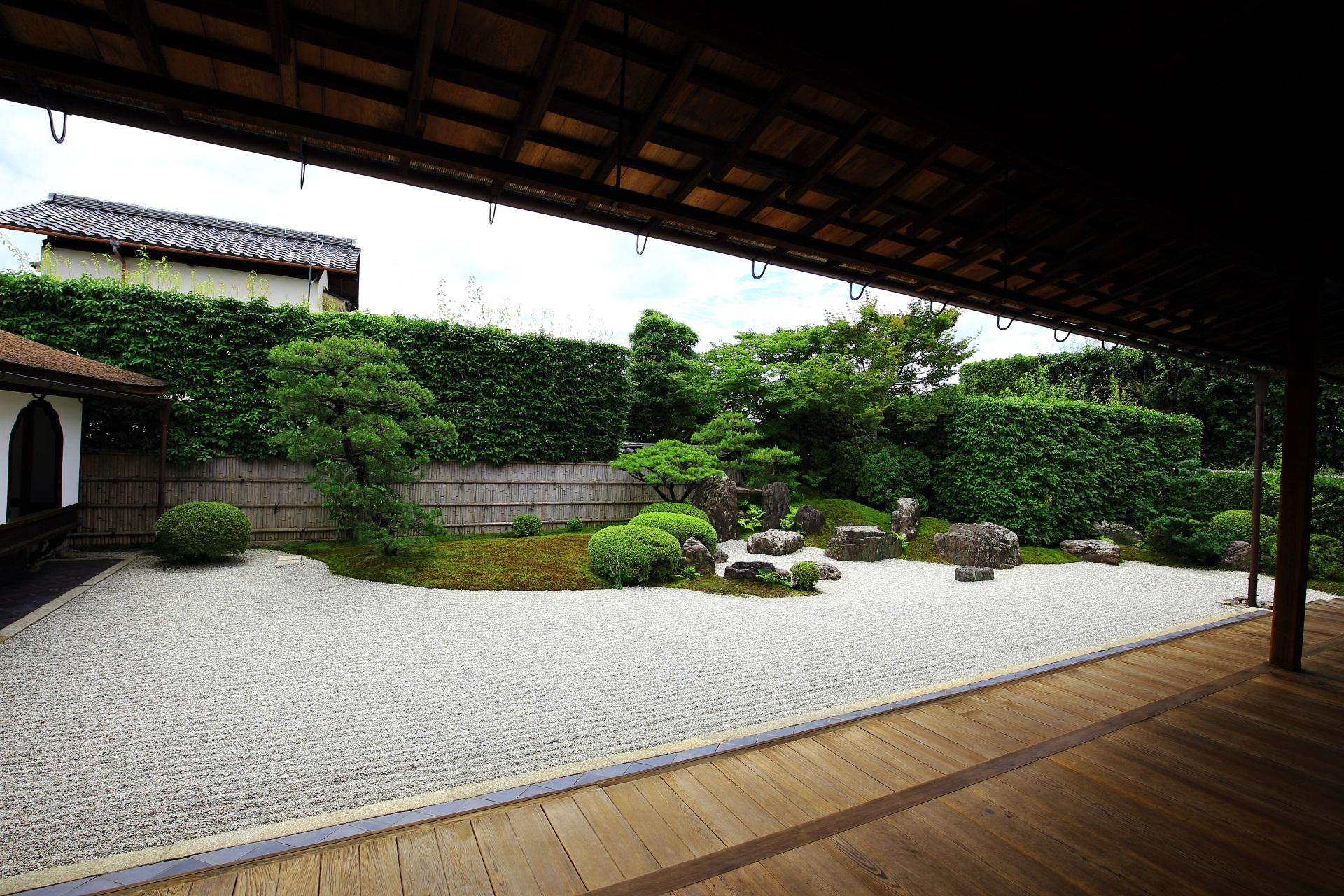 興臨院 庭園 上品な蓬莱式枯山水と溢れる多様な緑