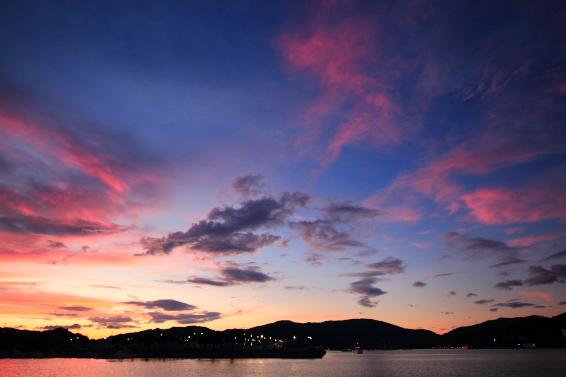 舞鶴港 夕焼け 黄昏にそまる舞鶴湾の幻想的な空