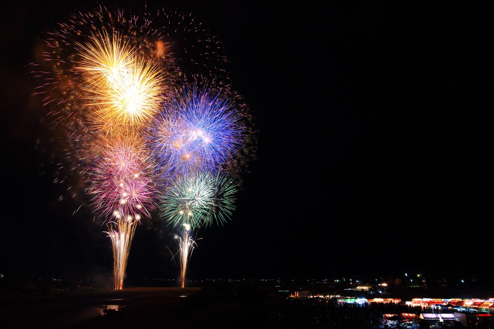 亀岡の色とりどりの煌く花火
