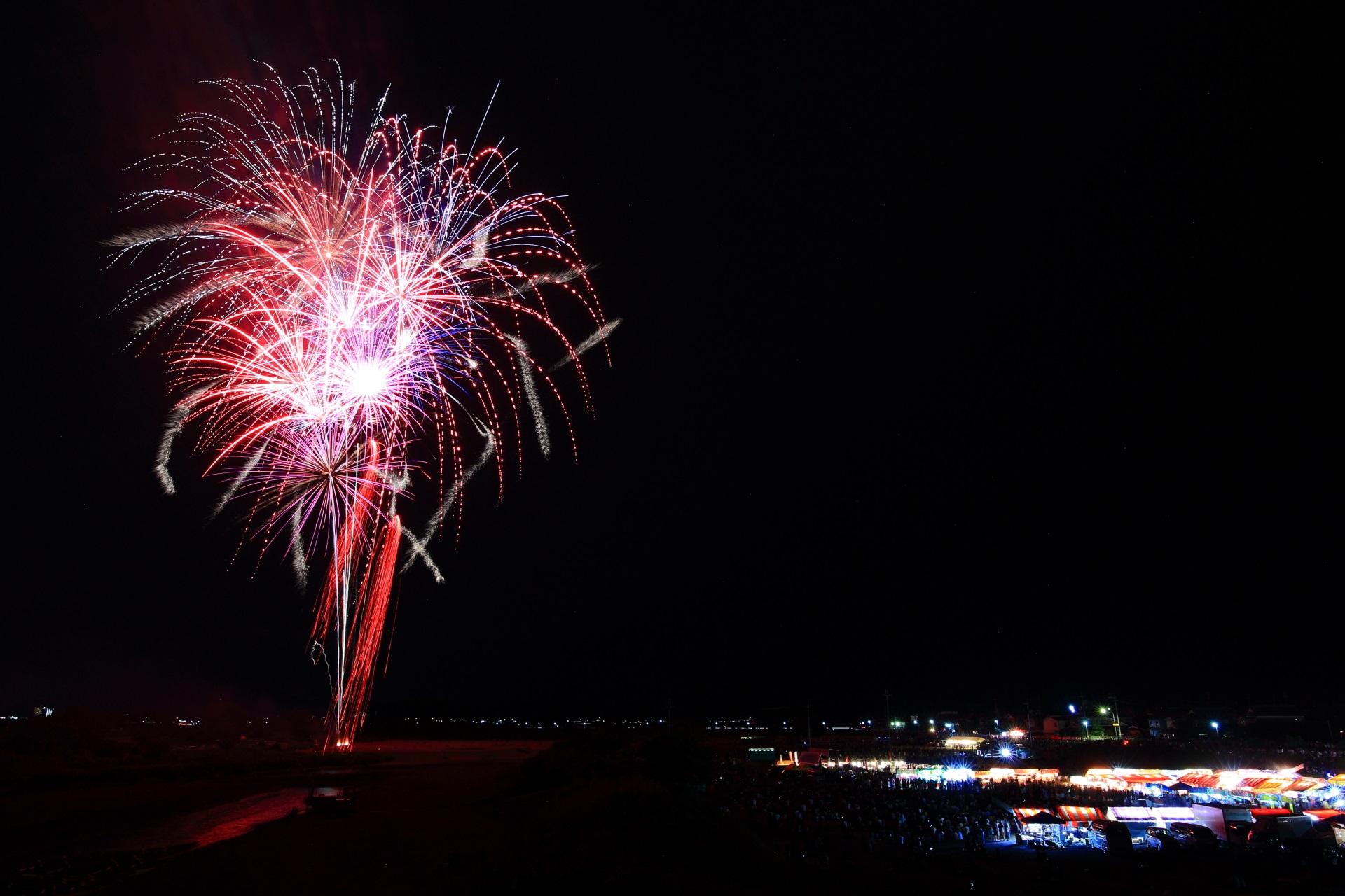 亀岡花火大会でたくさん打ち上がる不思議で楽しい花火