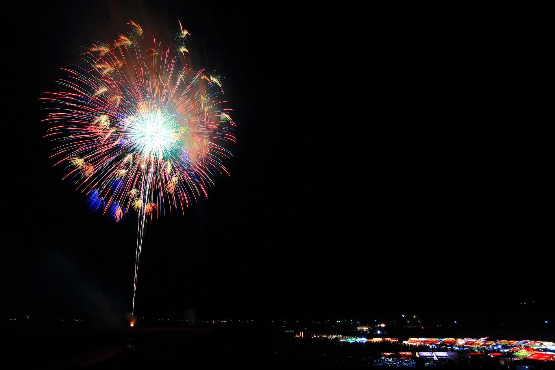 色んな色に変わる見事な亀岡の花火