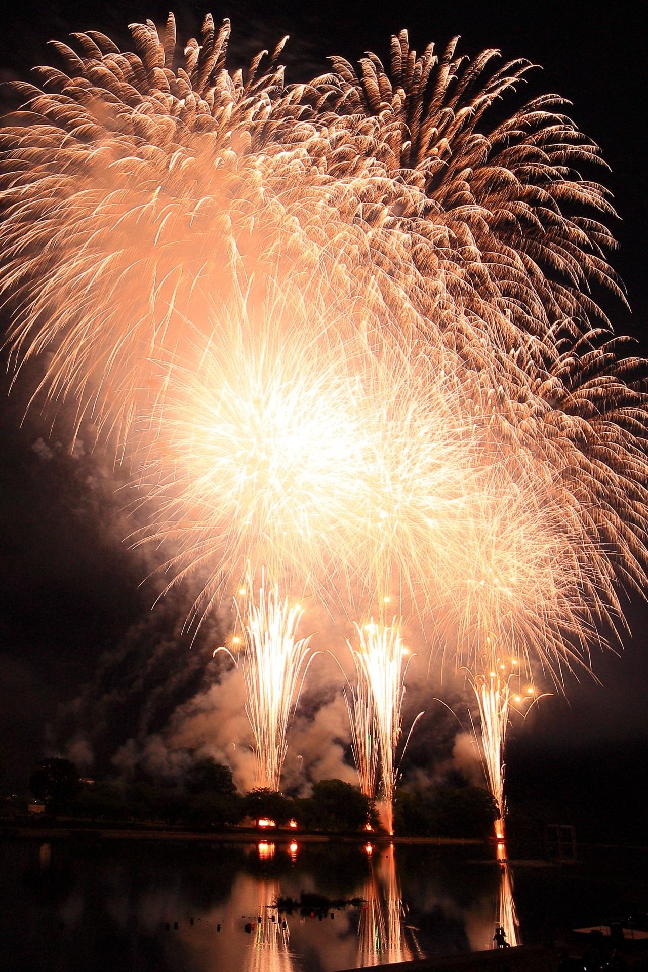 南丹市花火大会の素晴らしい多彩な花火