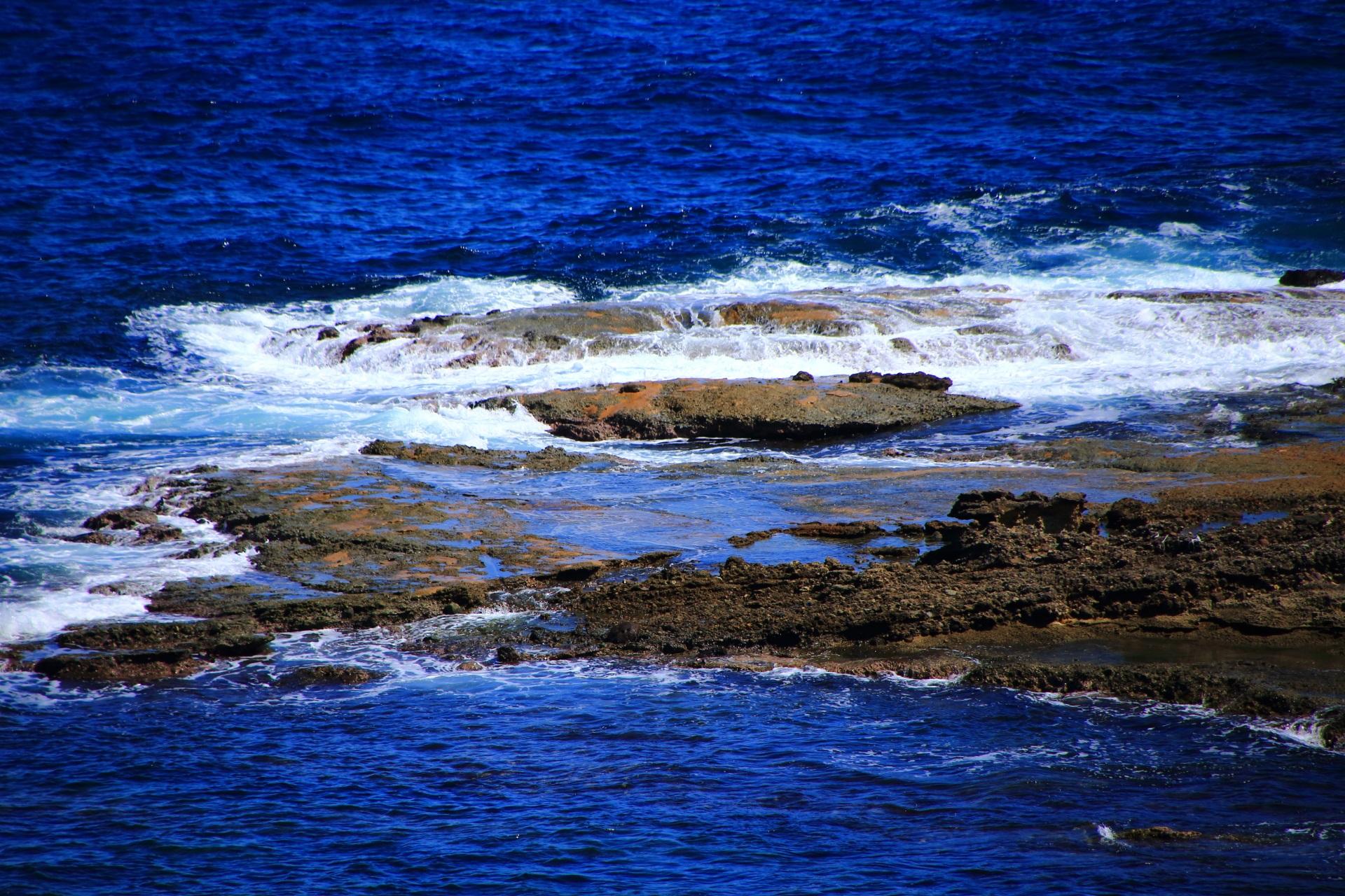 波に晒される五色浜の「田尻」