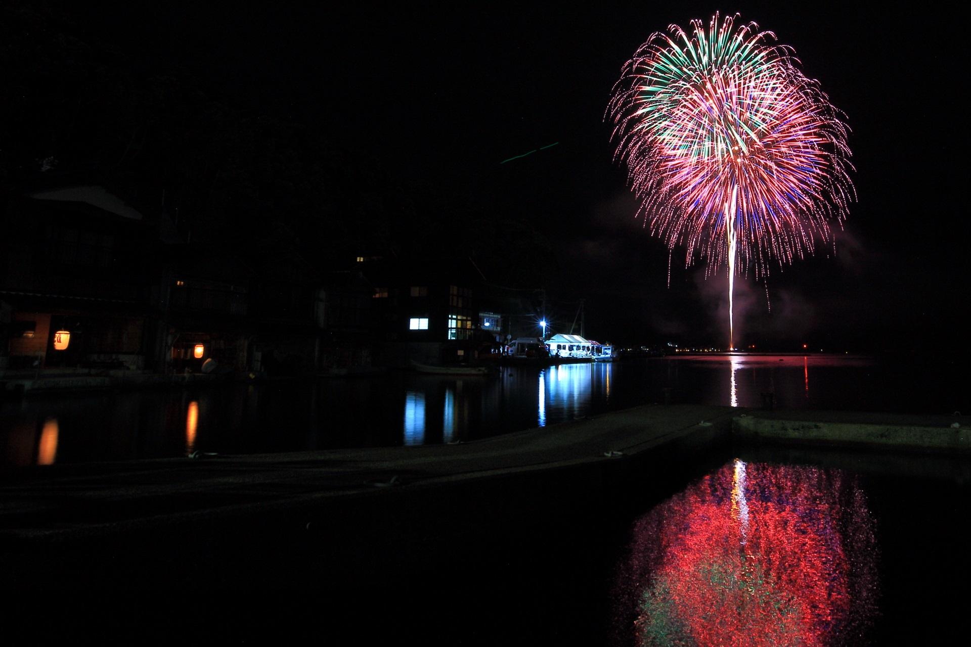 舟屋をはっきり写るように撮りたかった伊根町の花火大会