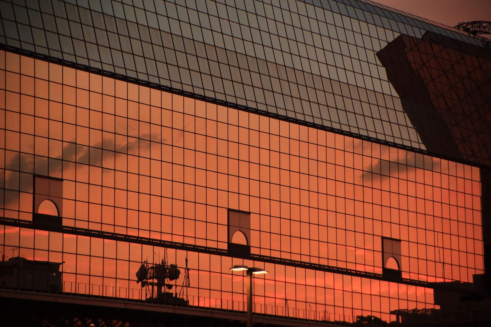 4000枚程のガラスが使用されている京都駅ビルの中央部分