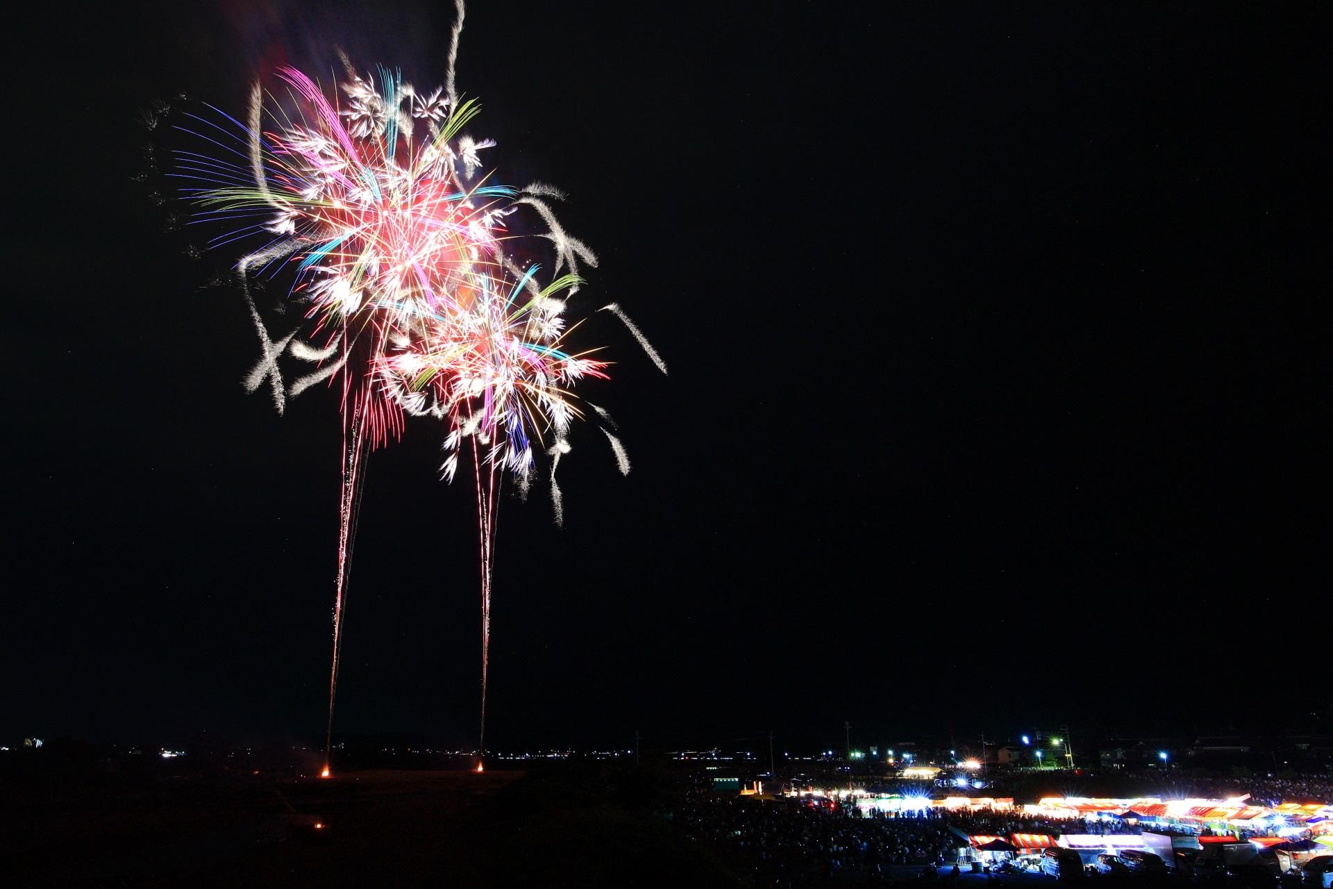 夜空で踊る亀岡の花火