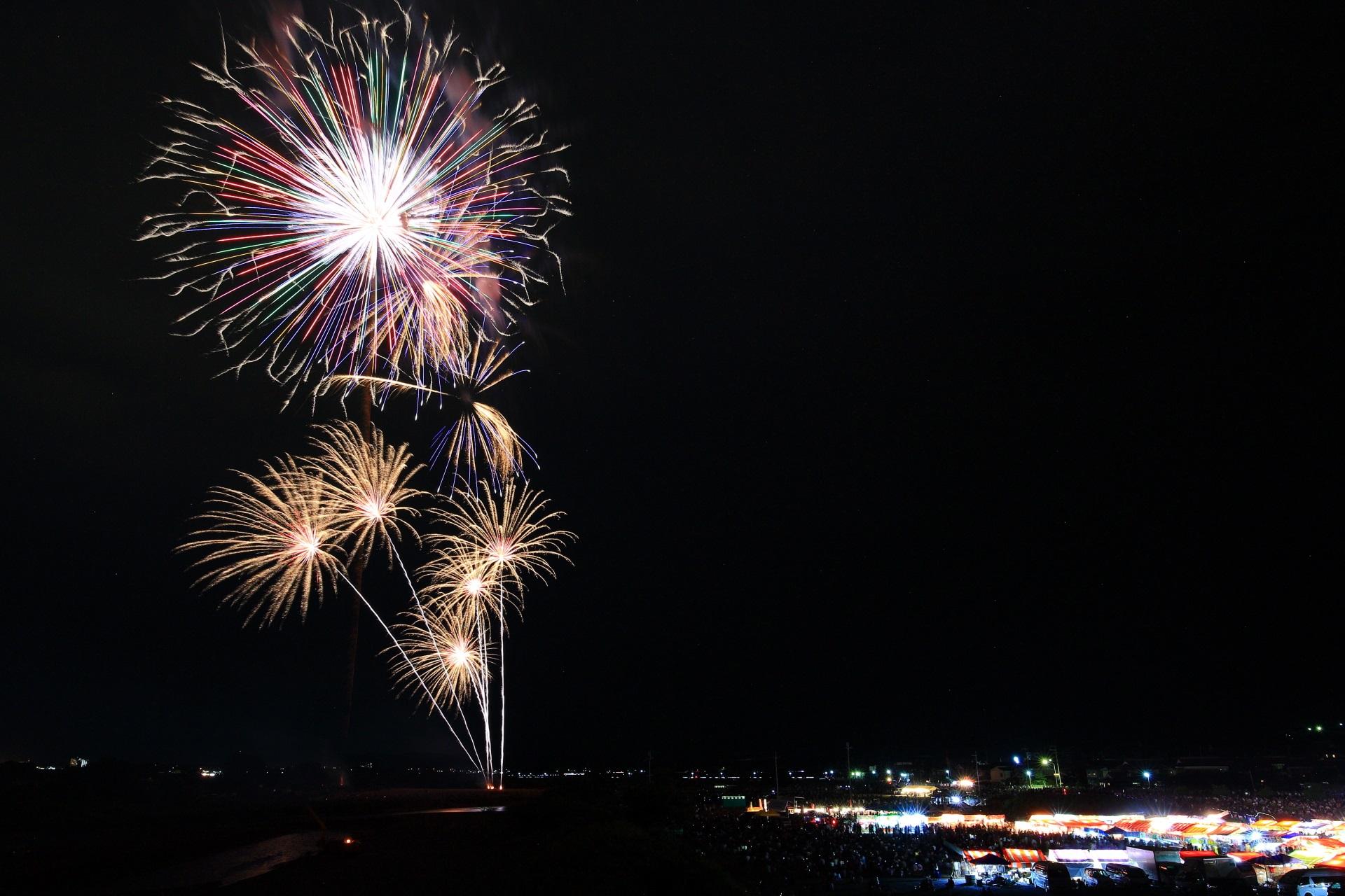 正式名称は「亀岡平和祭保津川市民花火大会」である亀岡花火大会