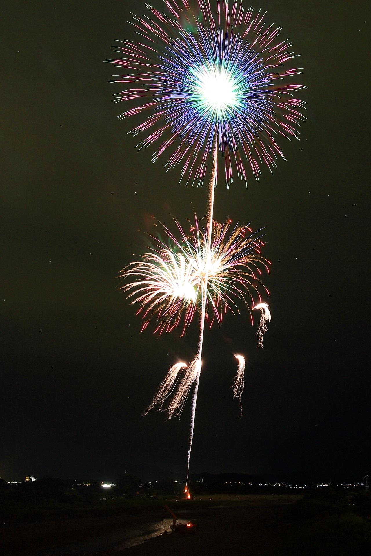 何段階にも変化する亀岡の見事な花火
