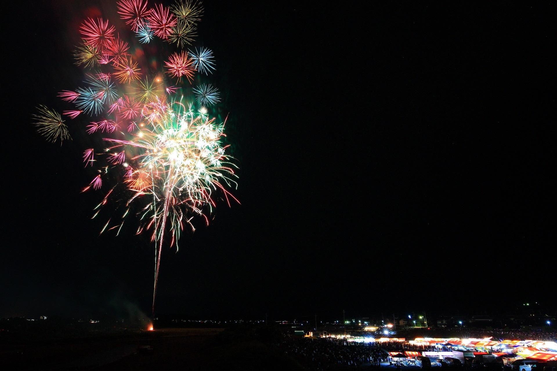亀岡の夜空を鮮やかな夏色にそめる花火