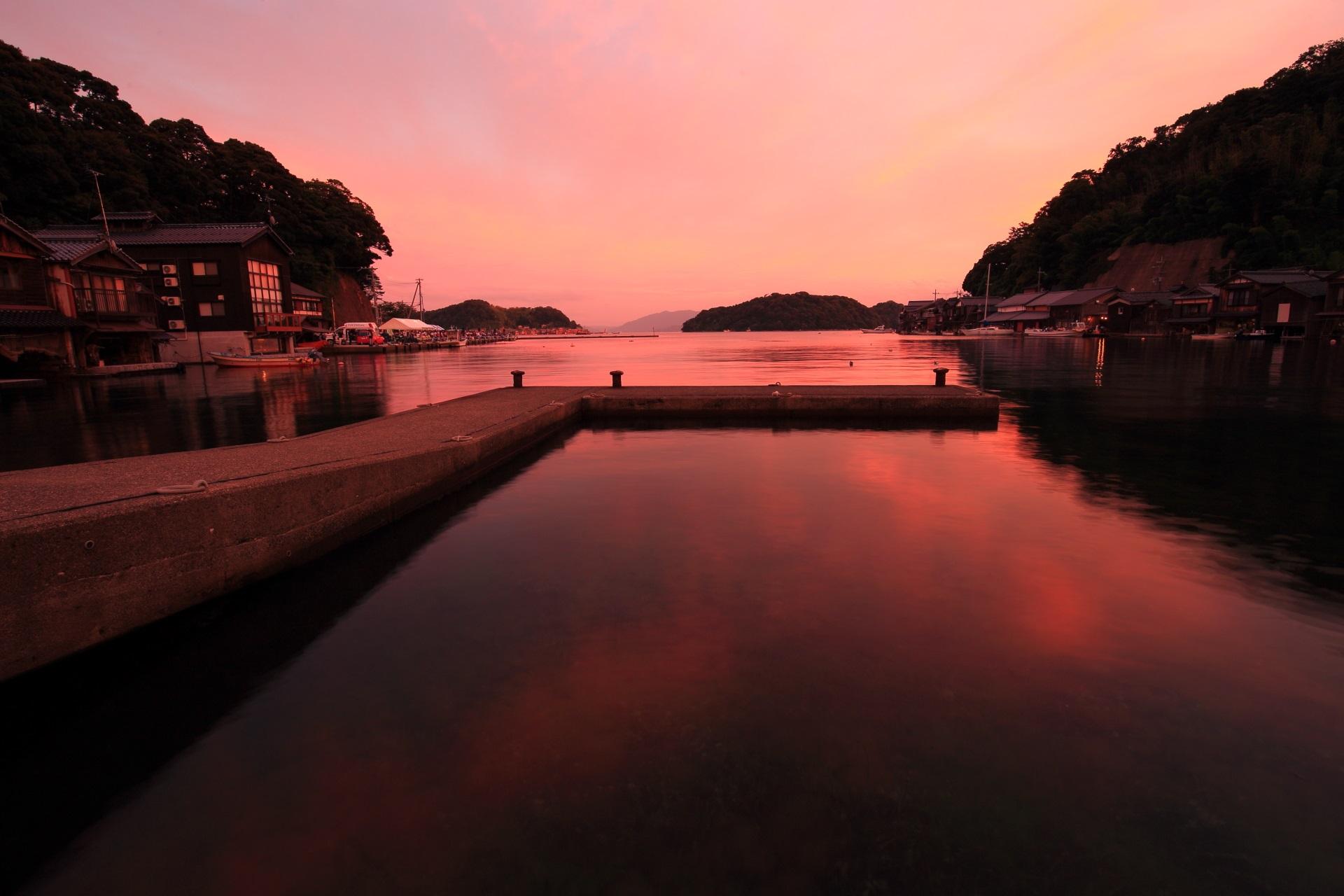 伊根浦公園から眺めた伊根湾の夕焼け