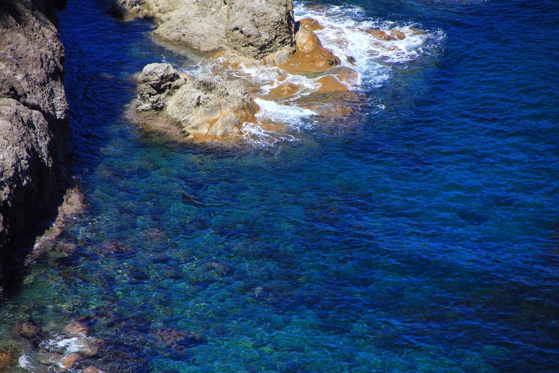 蒲入の透きとおる綺麗な海