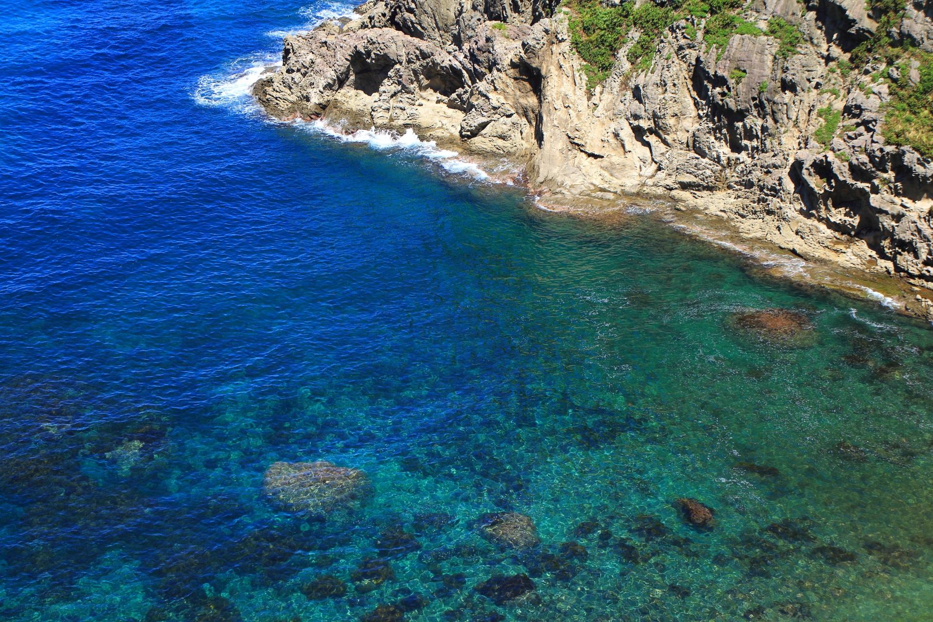 カマヤ海岸の透きとおる美しい海の水