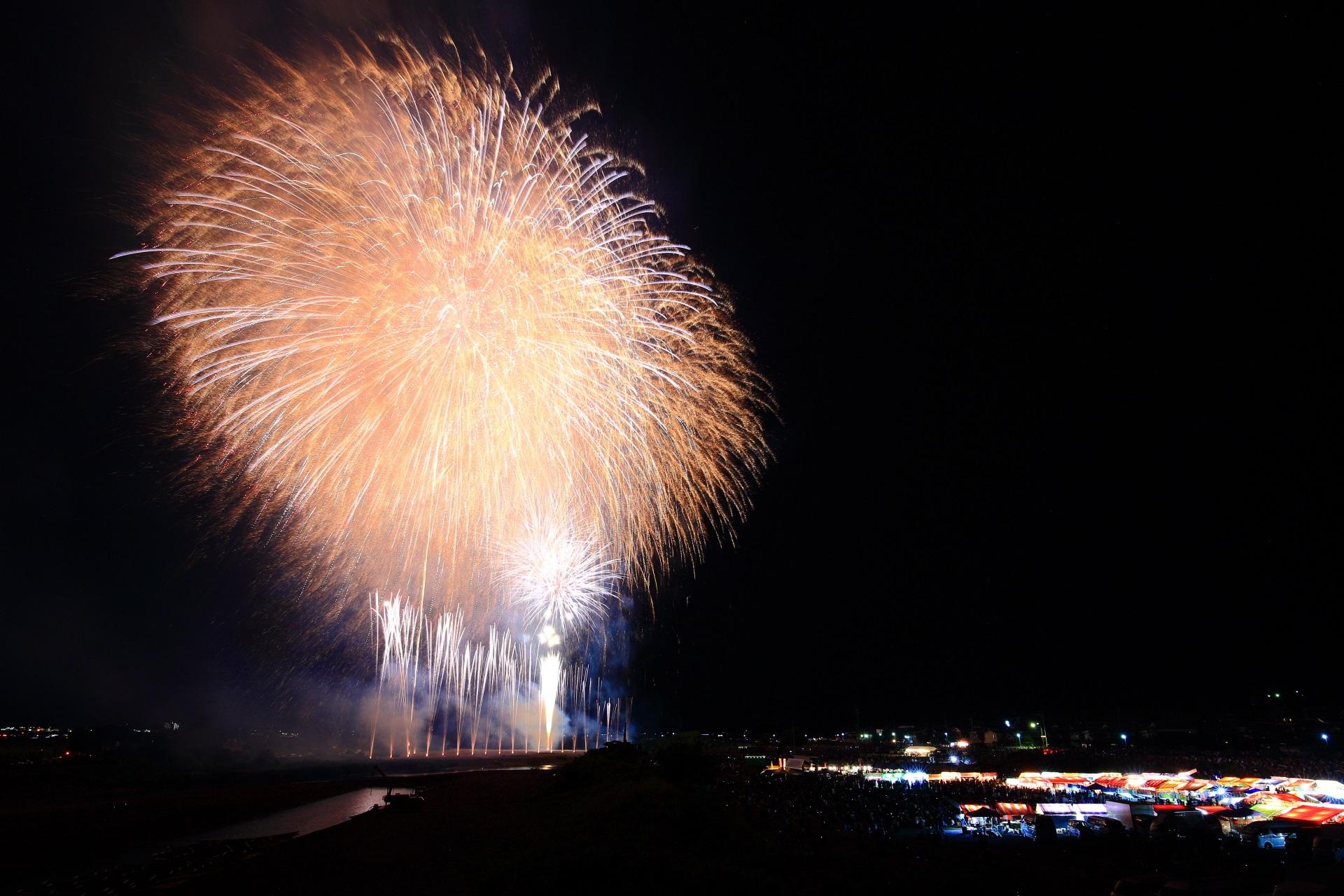 夜空に弾けるあっぱれな亀岡の花火