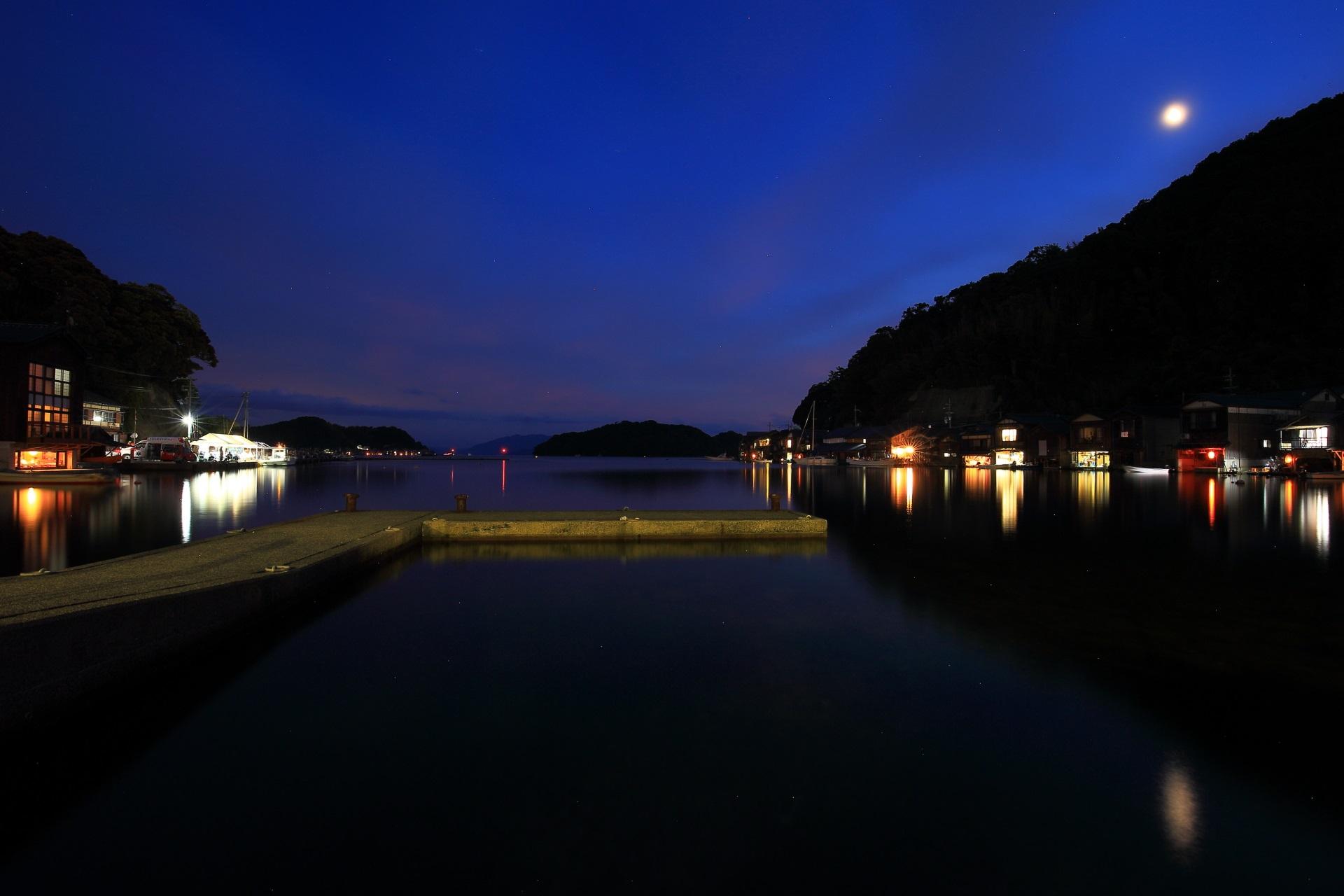 花火大会開始前の伊根湾の夜景