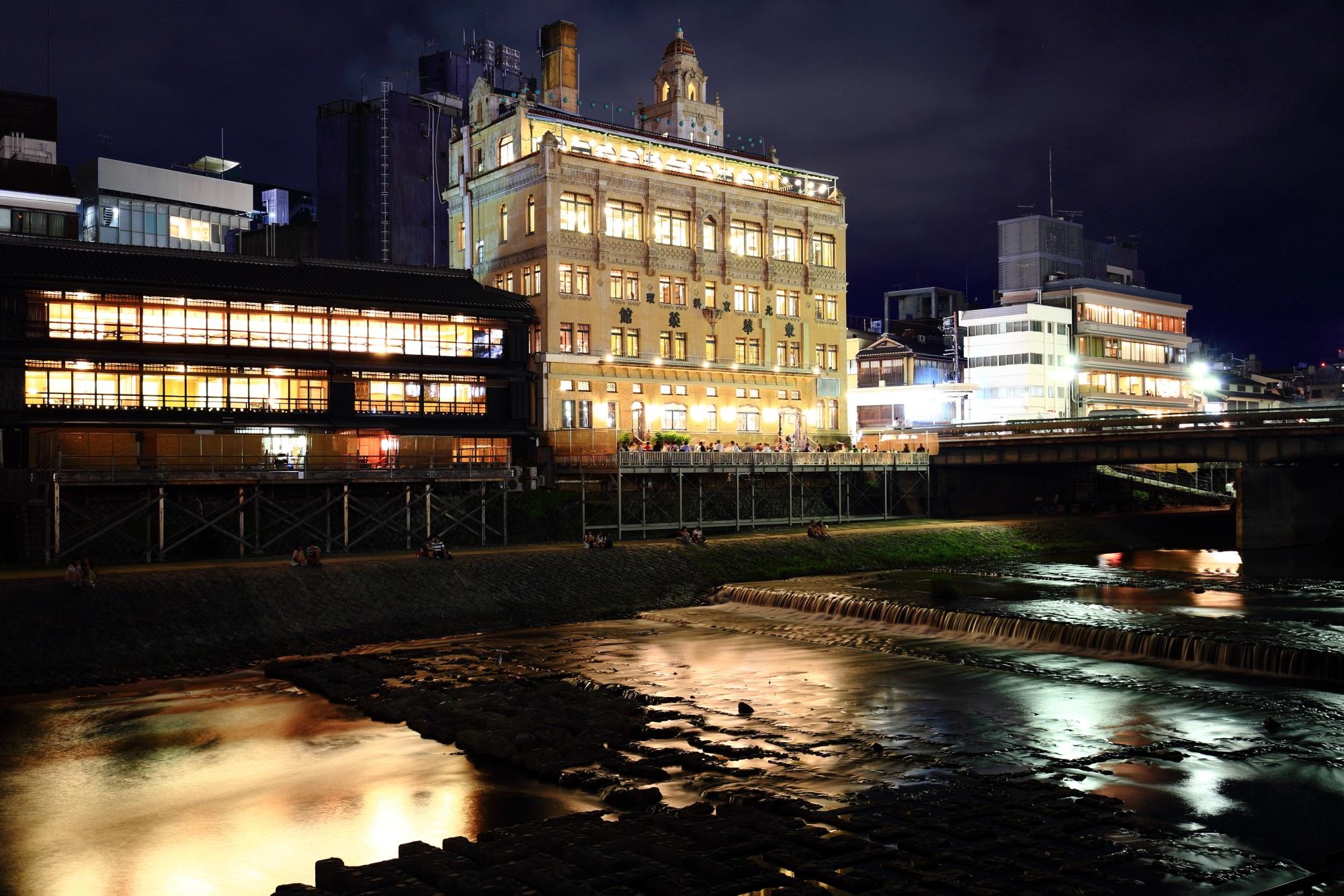 京都鴨川の納涼床と中華料理の東華菜館