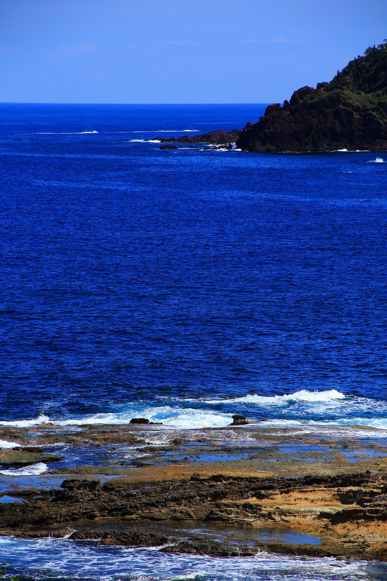 コバルトブルーの美しい日本海と五色浜