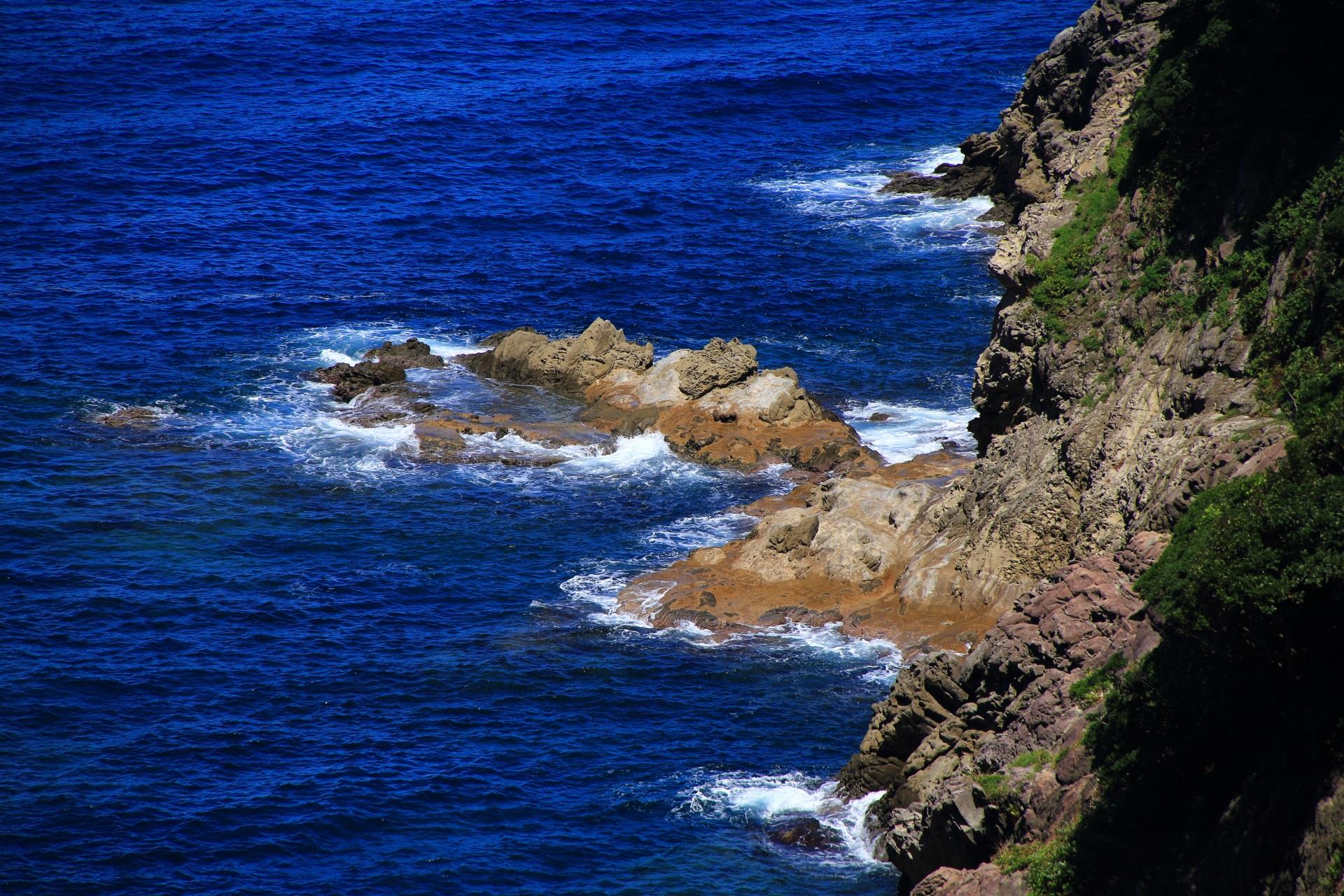 カマヤ海岸のとてつもない長い年月をかけてつくられた岩場
