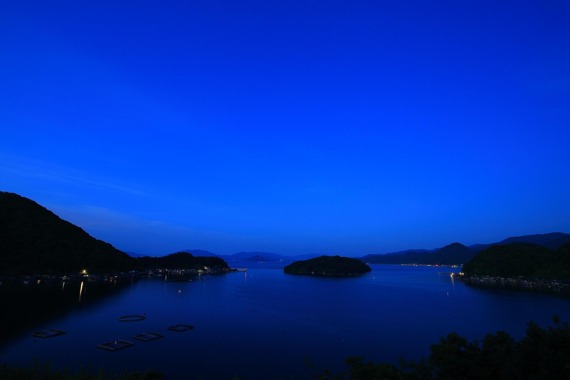 舟屋の里公園から眺めた夜明けの伊根湾