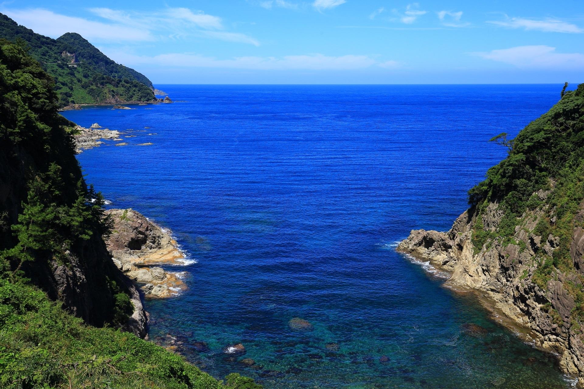 カマヤ海岸 断崖絶壁と美しい海の絶景