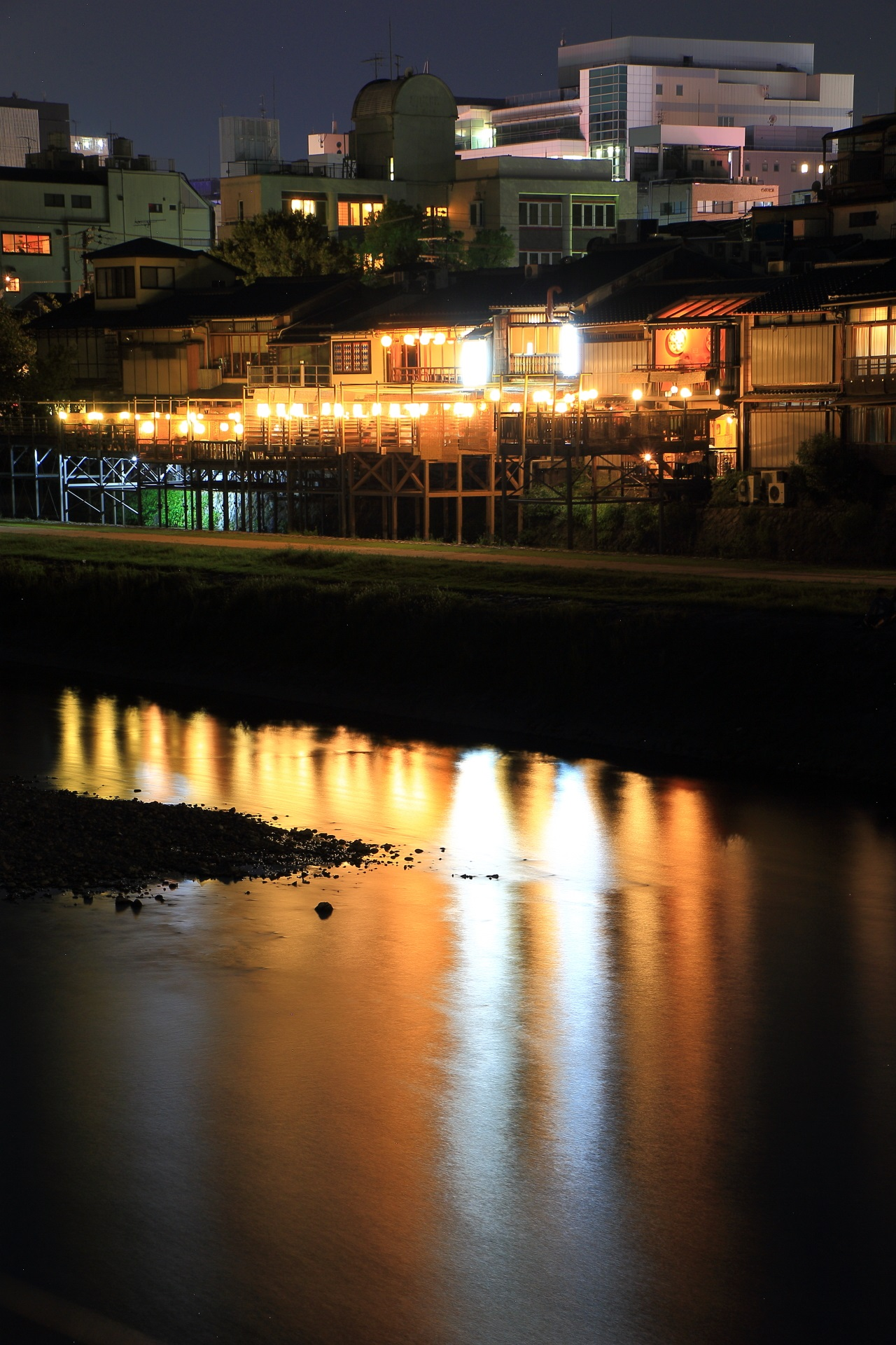 A fantastic Summer floor called Noryo-Yuka of the Kamogawa-River in Kyoto