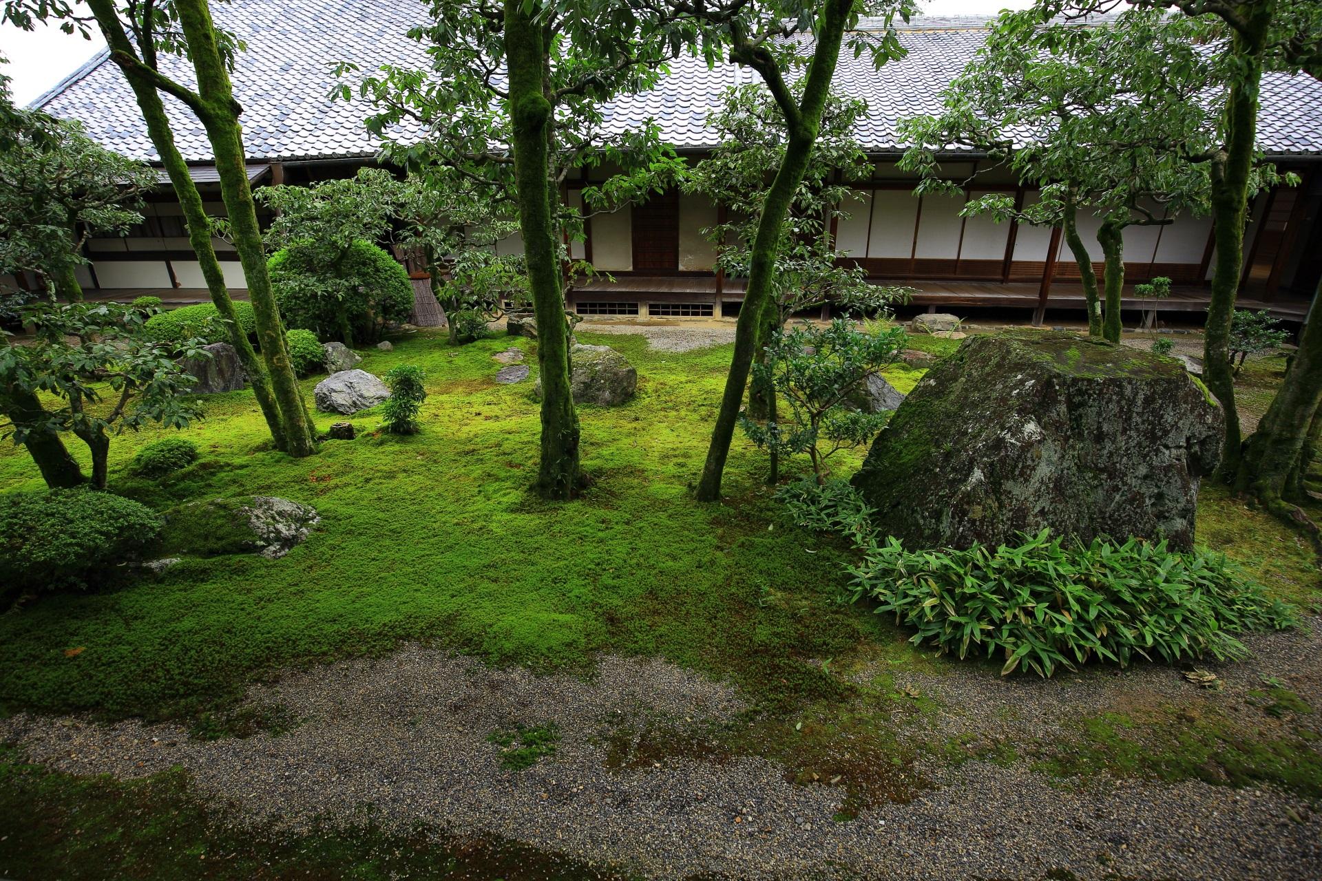 三宝院の苔や岩の美しい中庭