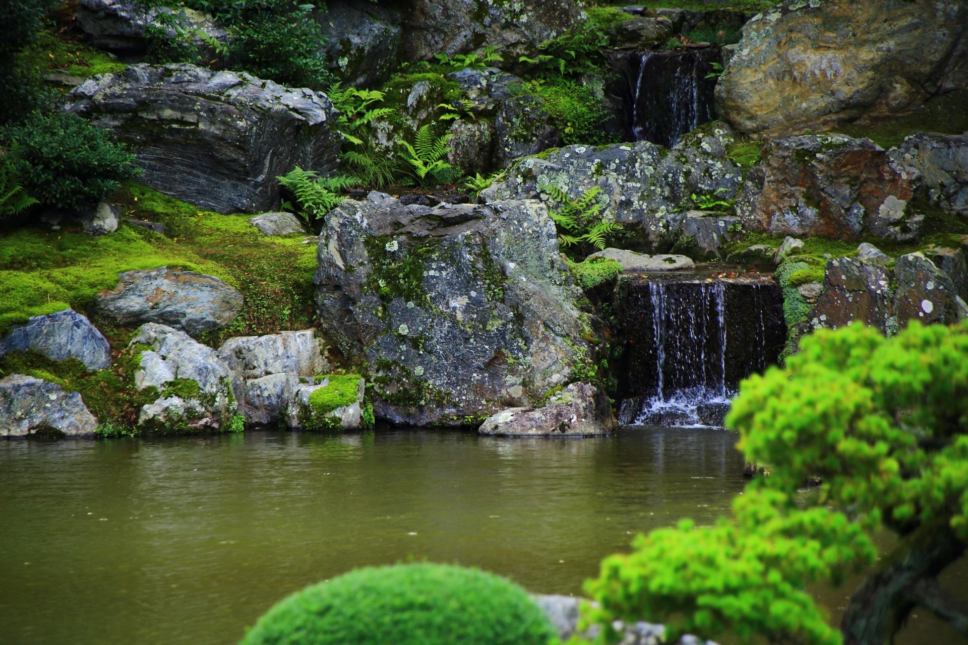 三宝院庭園の「三段の滝」