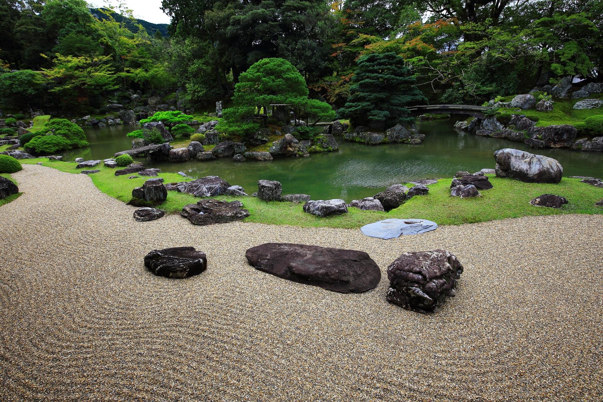 砂も多く使われてた三宝院の庭園