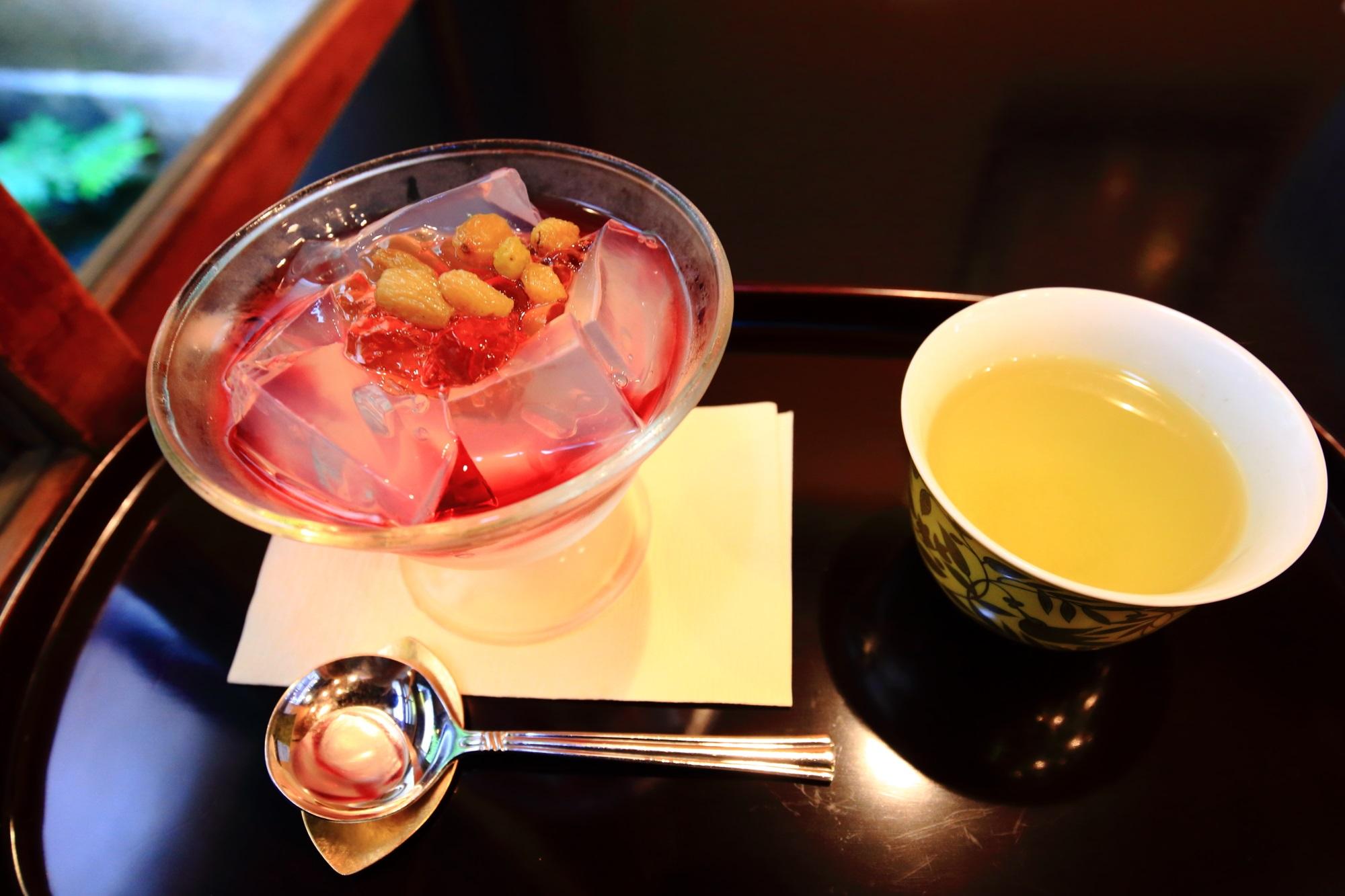 9月の葡萄味の琥珀流し(税込660円)