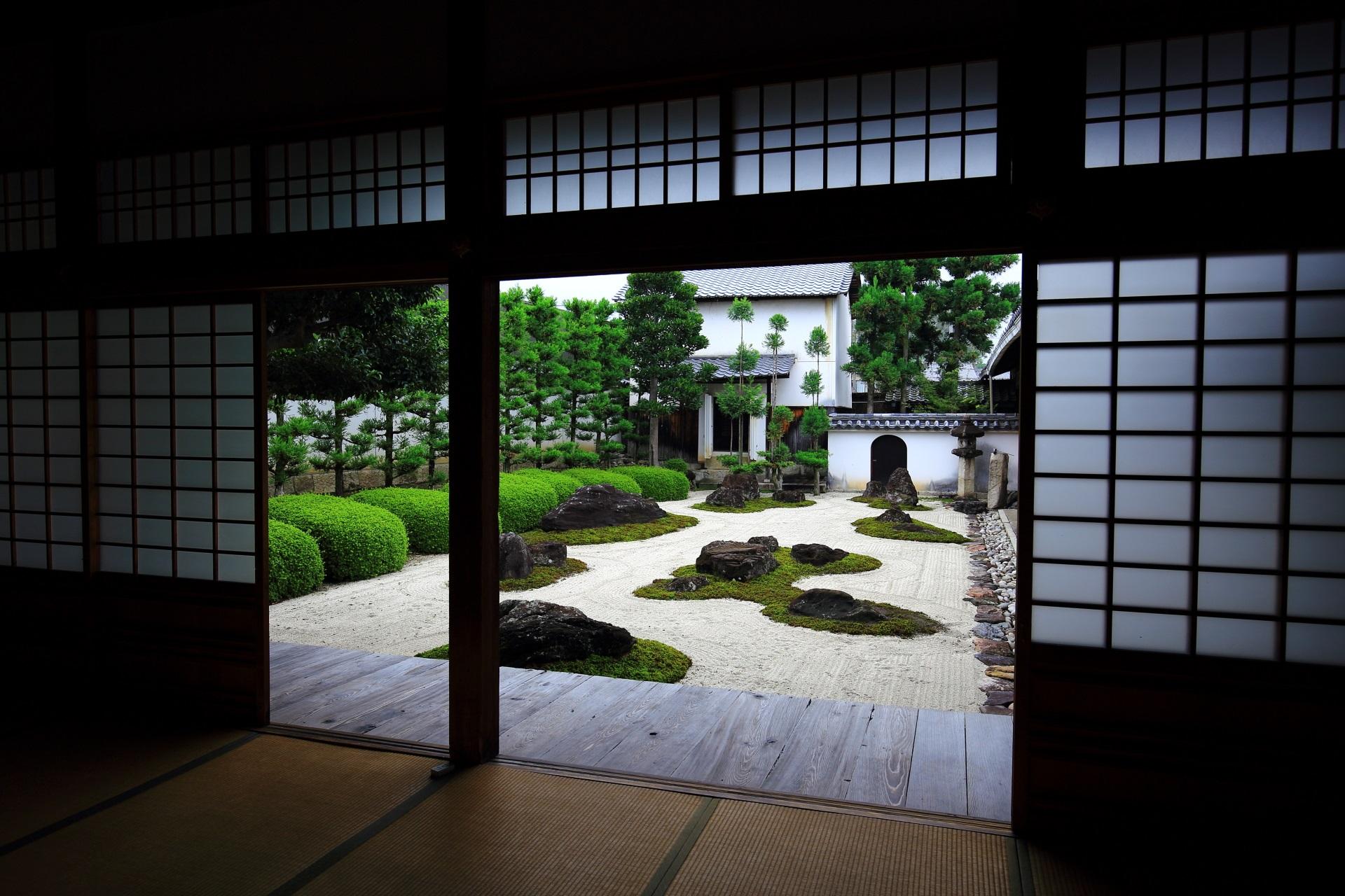 非常に奥の深い妙蓮寺の庭園の十六羅漢石庭