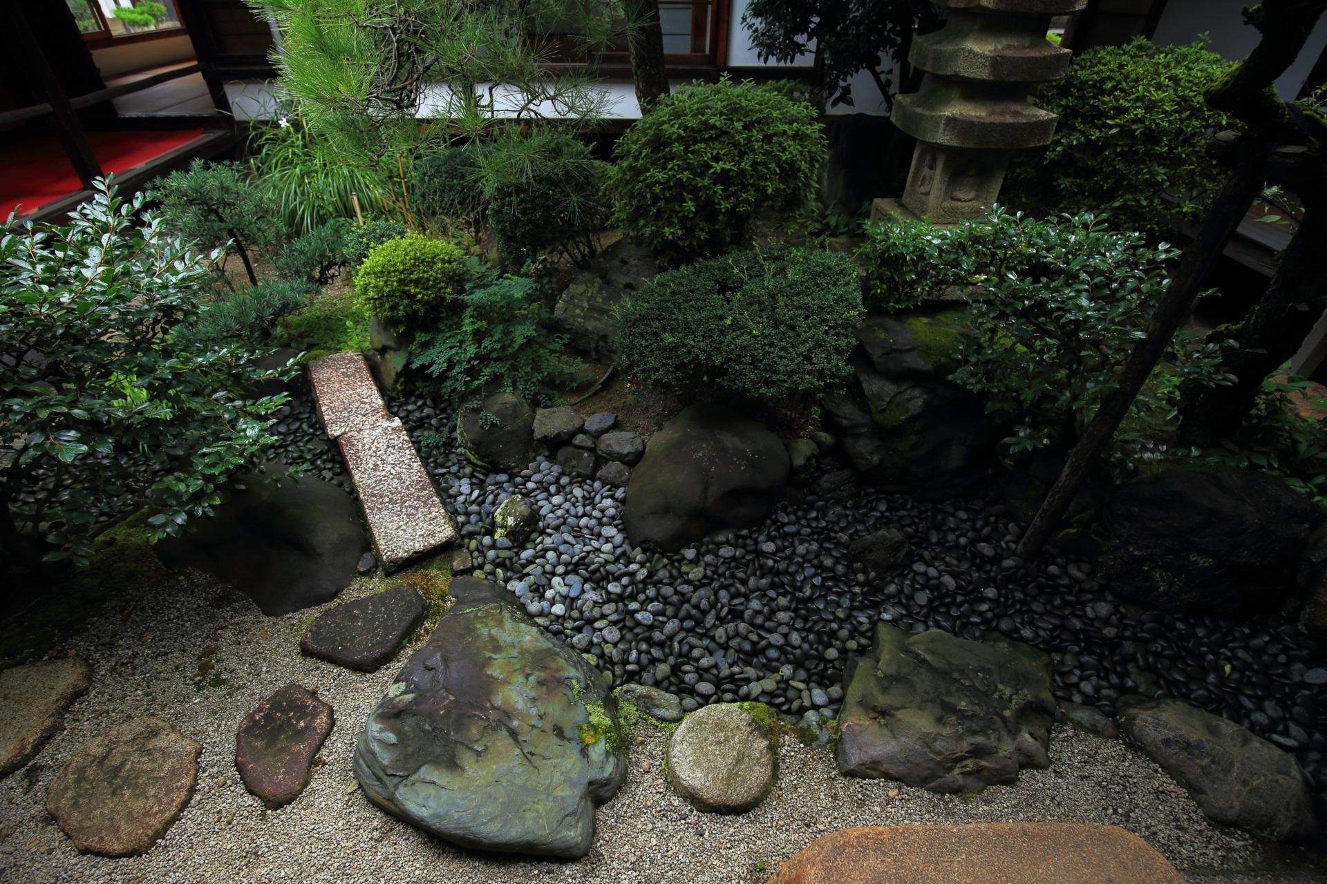 中身の濃い妙蓮寺の中庭