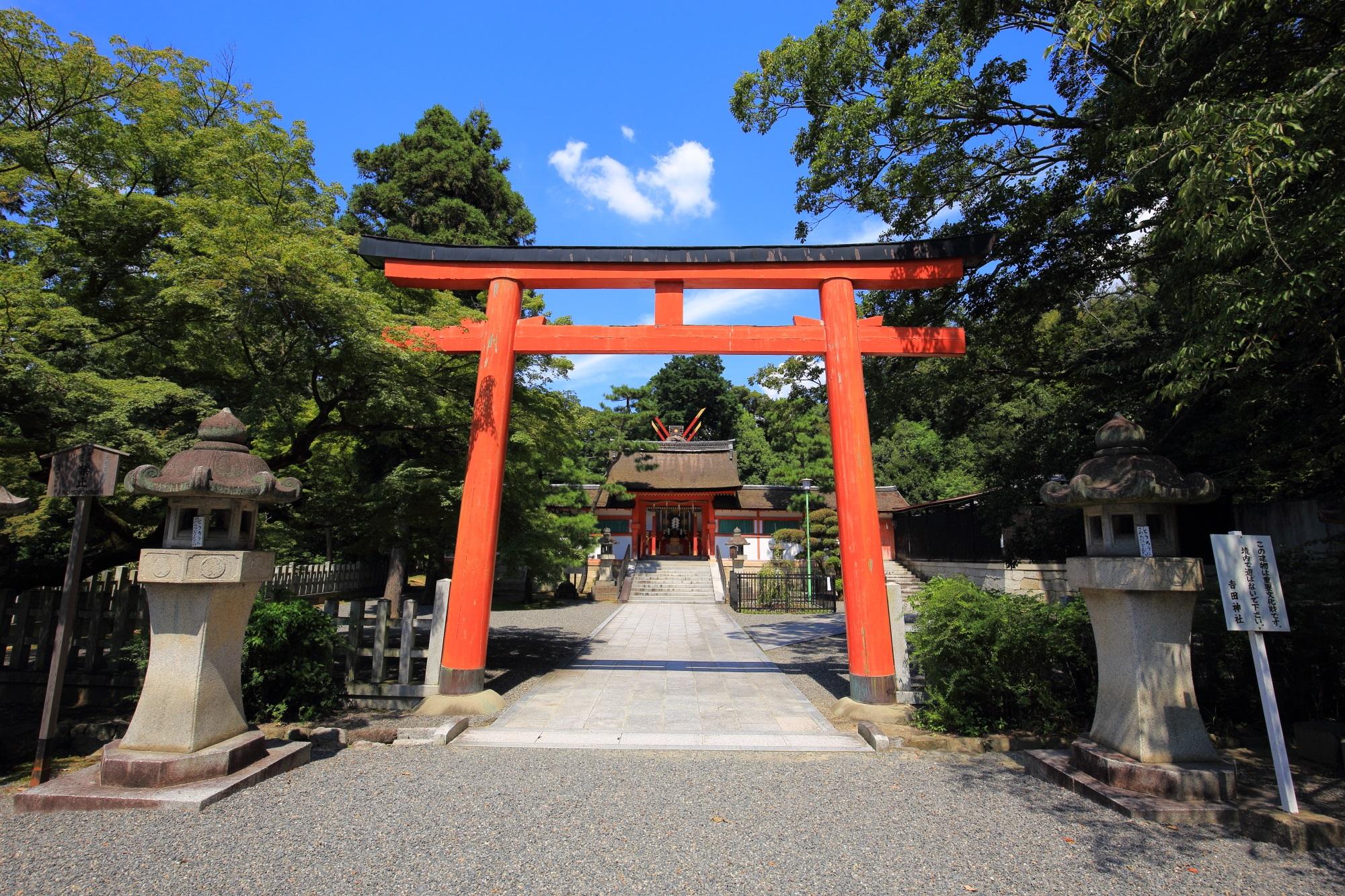 吉田神社末社の斎場所大元宮の鳥居