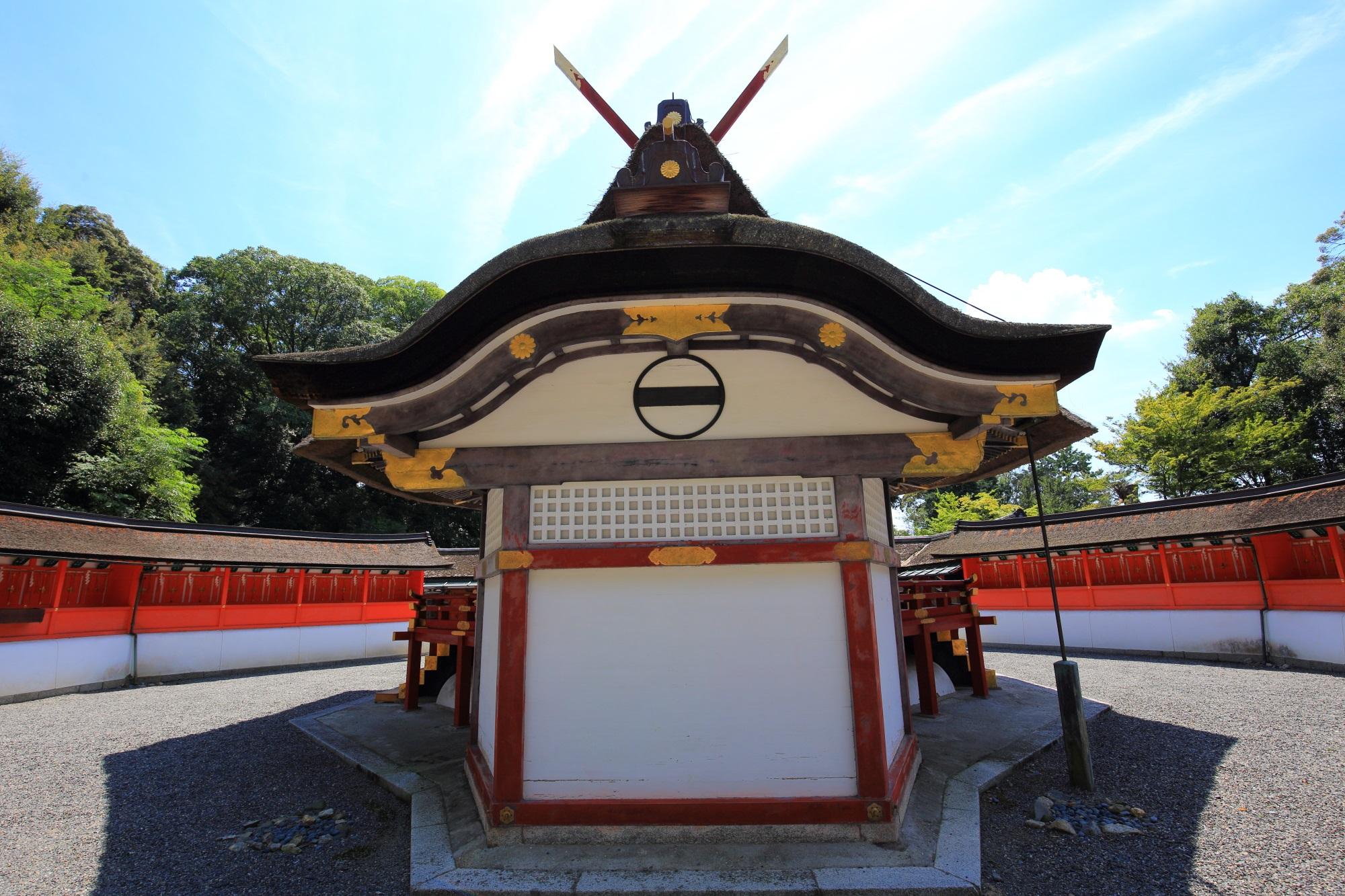 吉田神社の末社の斎場所大元宮