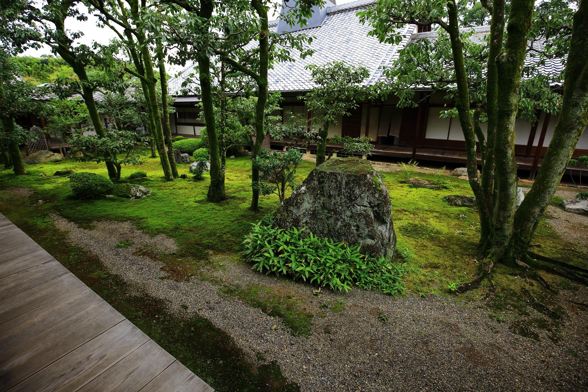 三宝院の風情ある庭園
