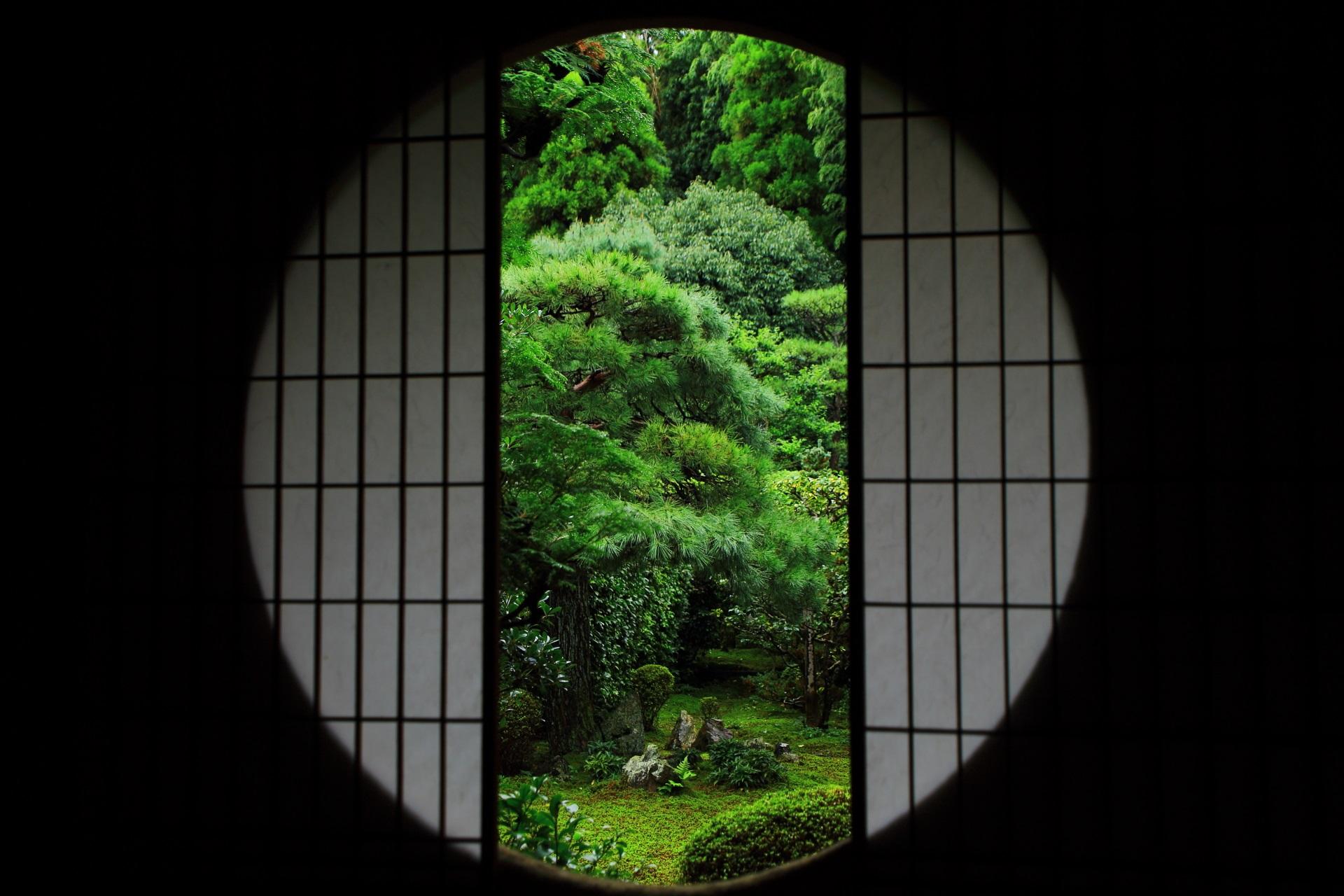 芬陀院の丸窓