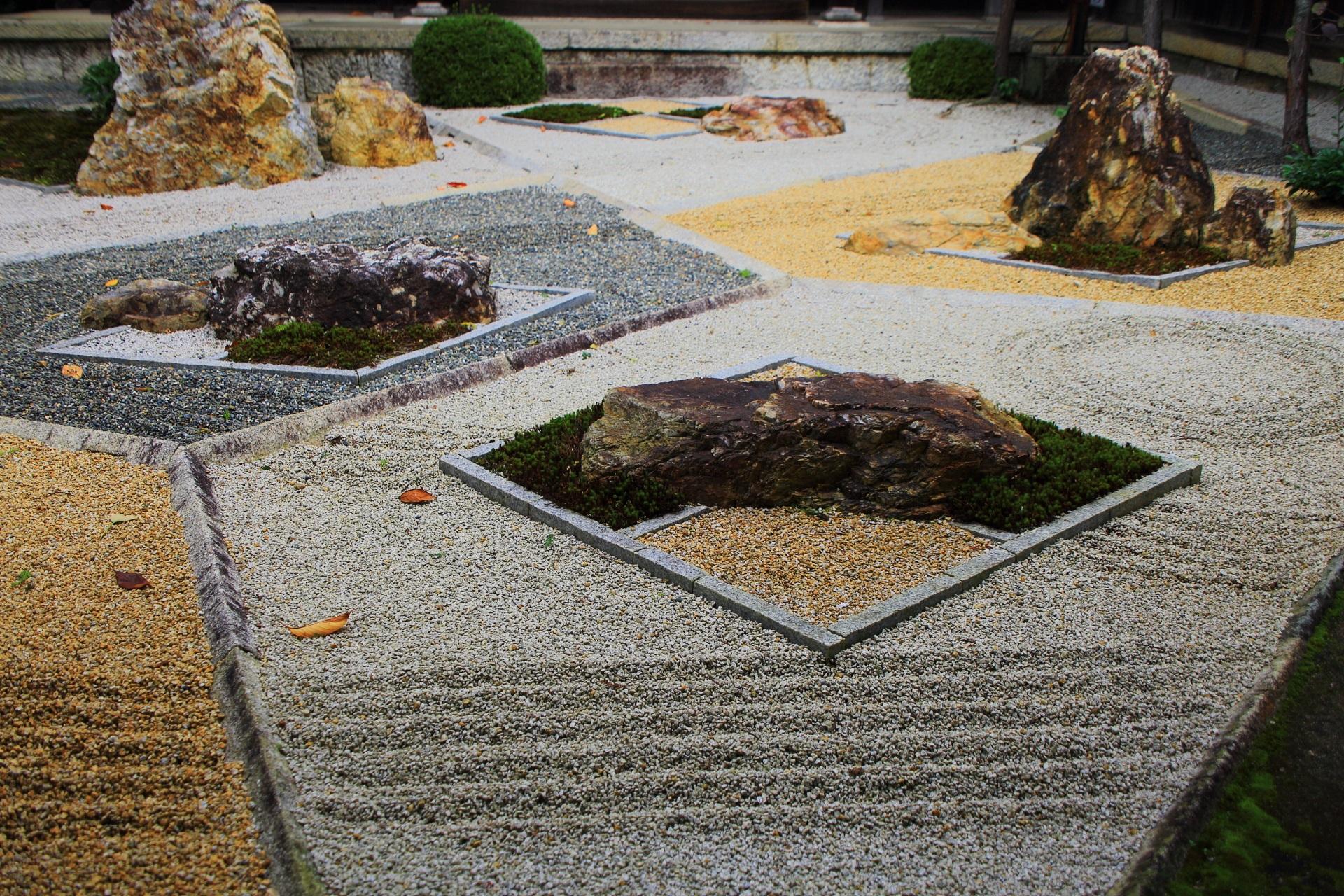 幾何学的な模様の随縁の庭
