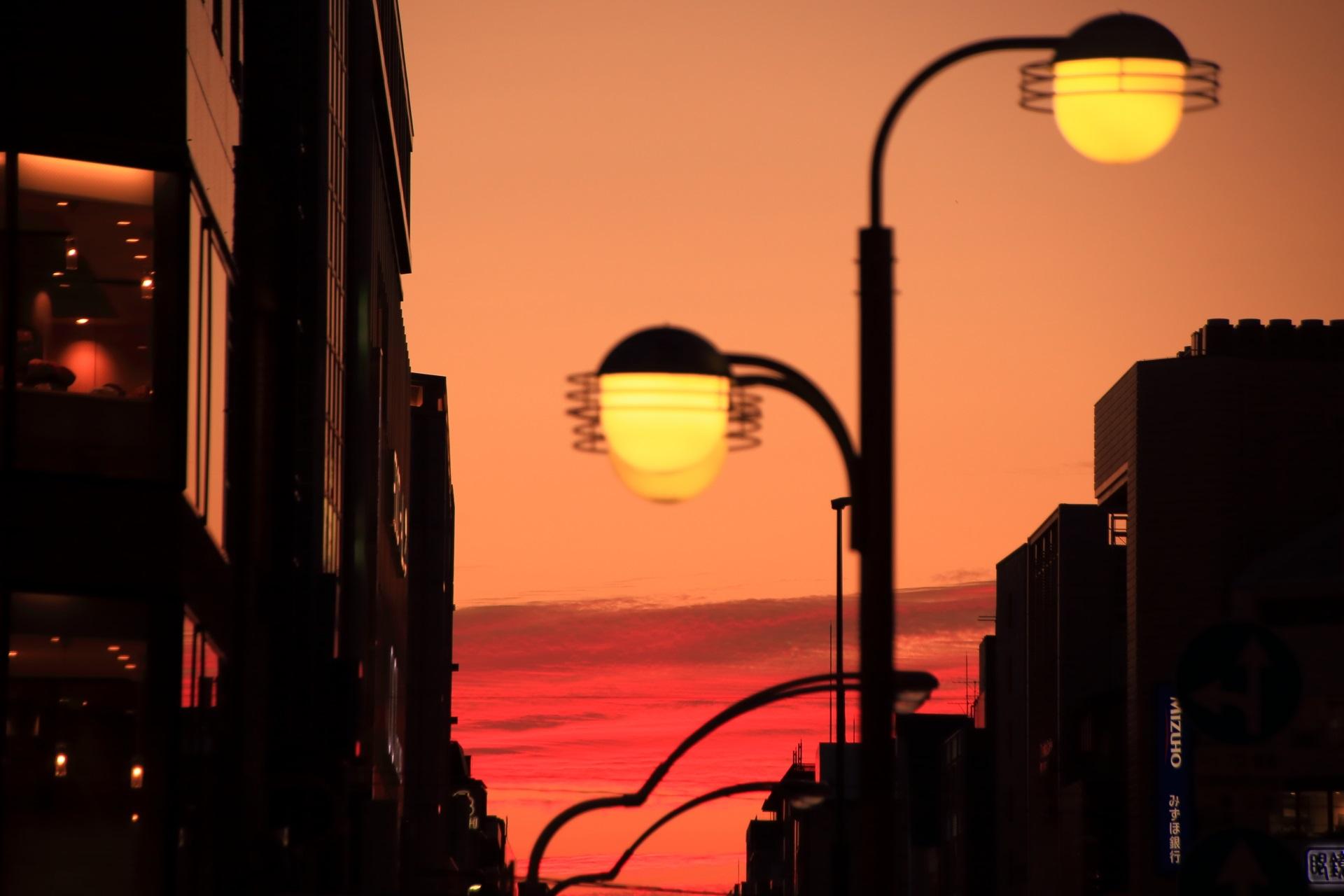 四条大橋から眺める幻想的な夕焼け