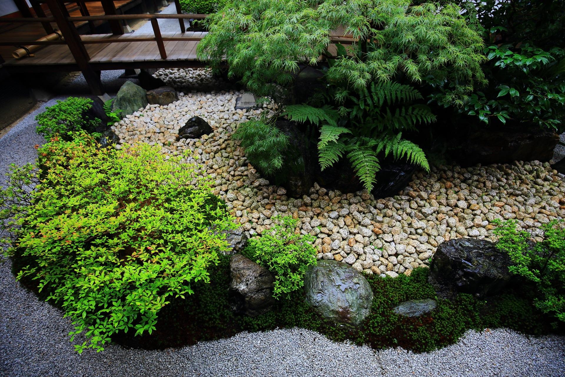 綺麗に手入れされた観智院の中庭