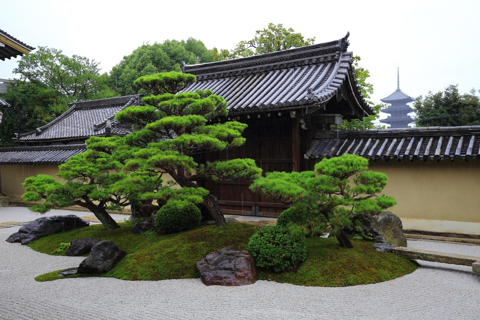 観智院の長者の庭と五重塔