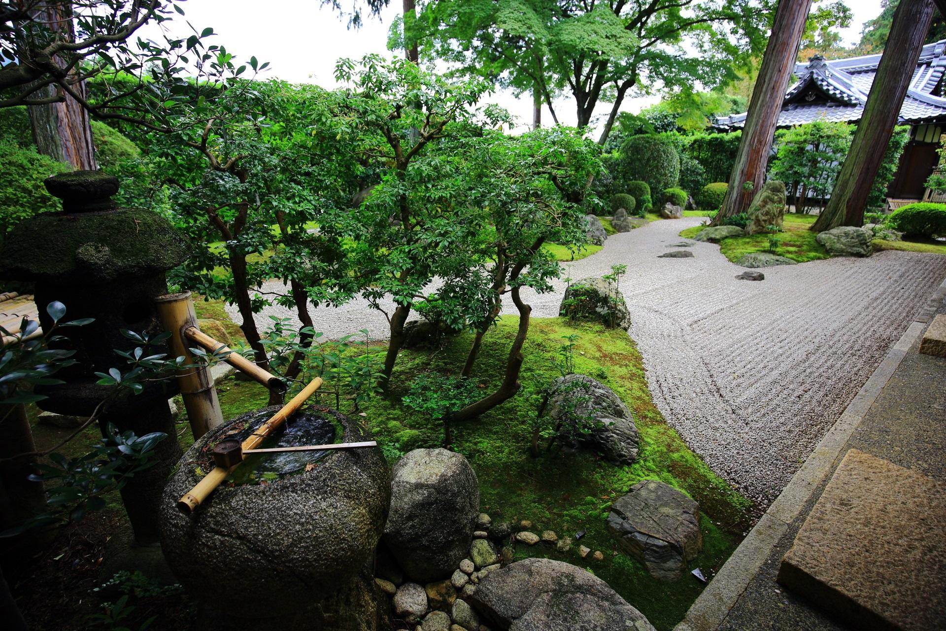 風情ある真正極楽寺の涅槃の庭