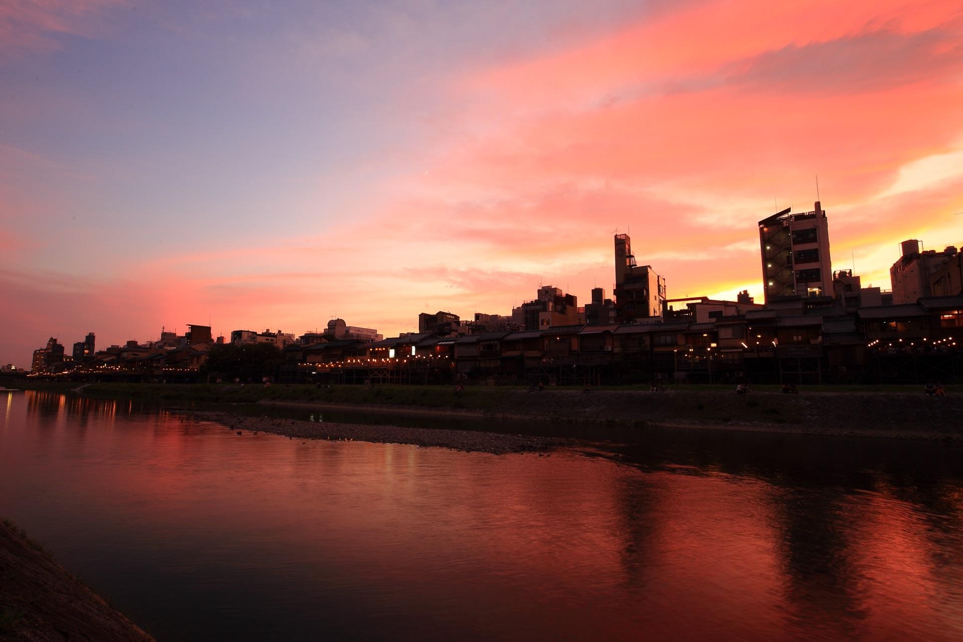 鴨川の三条から四条の夕焼け