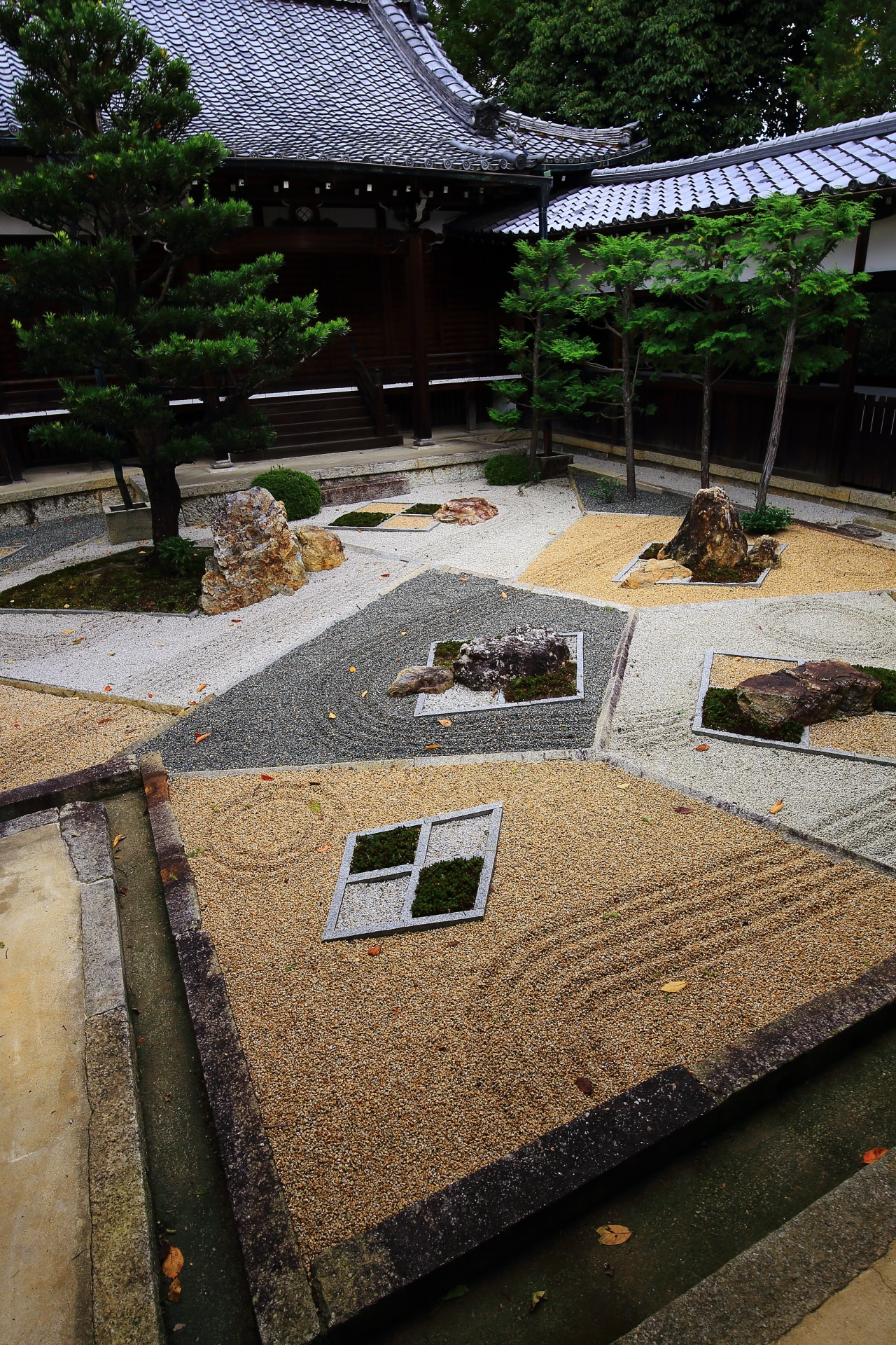 Innovative garden of Shinnyo-do Temple in Kyoto
