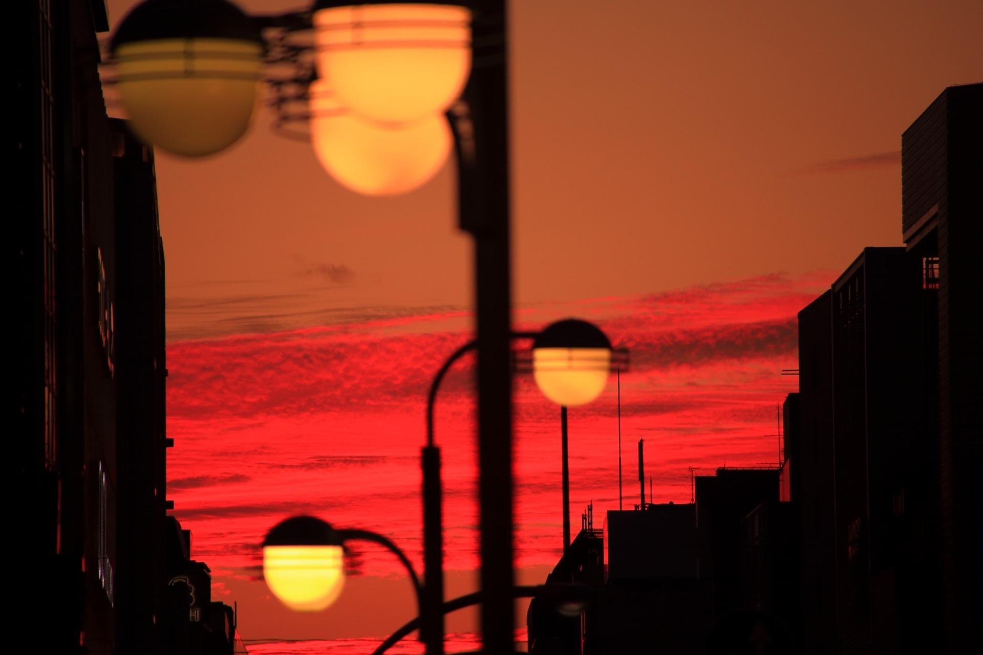 四条通の燃え上がるような夕焼け